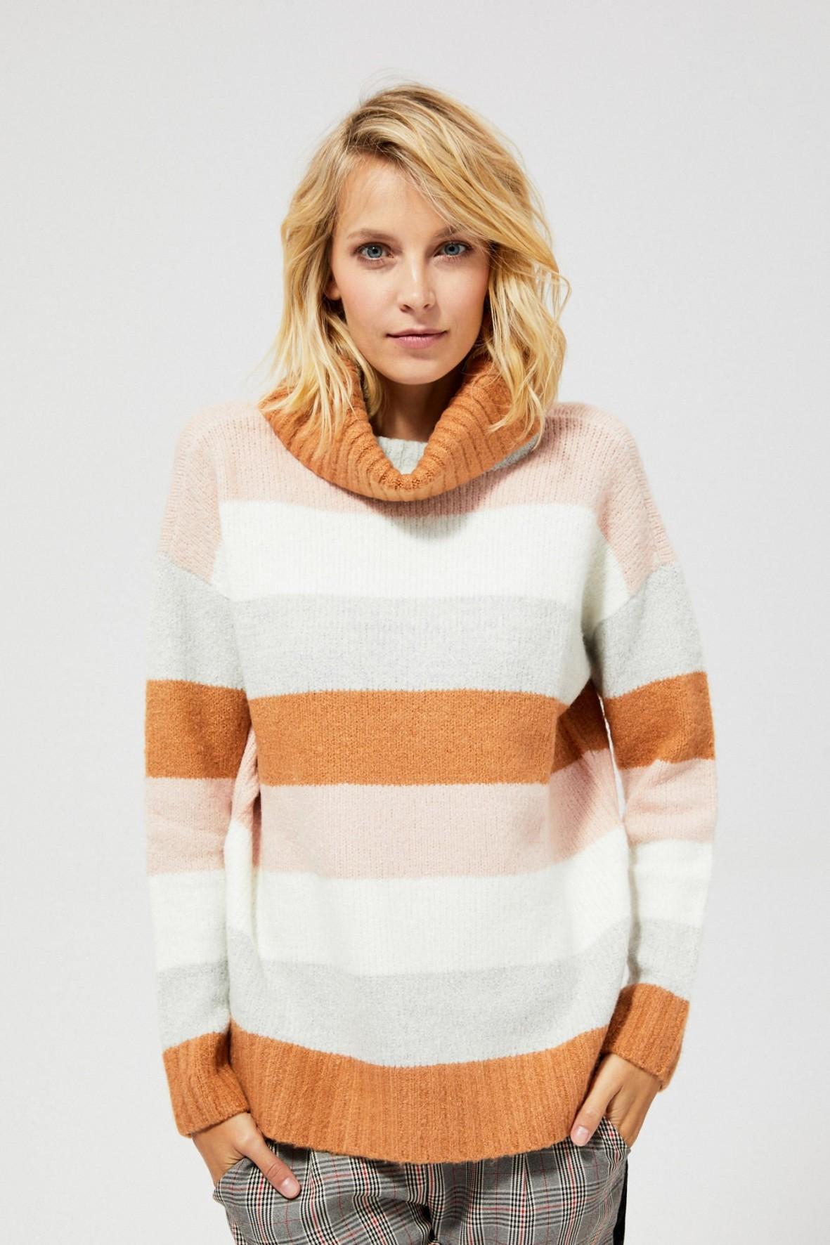 Sweter w pasy z golfem