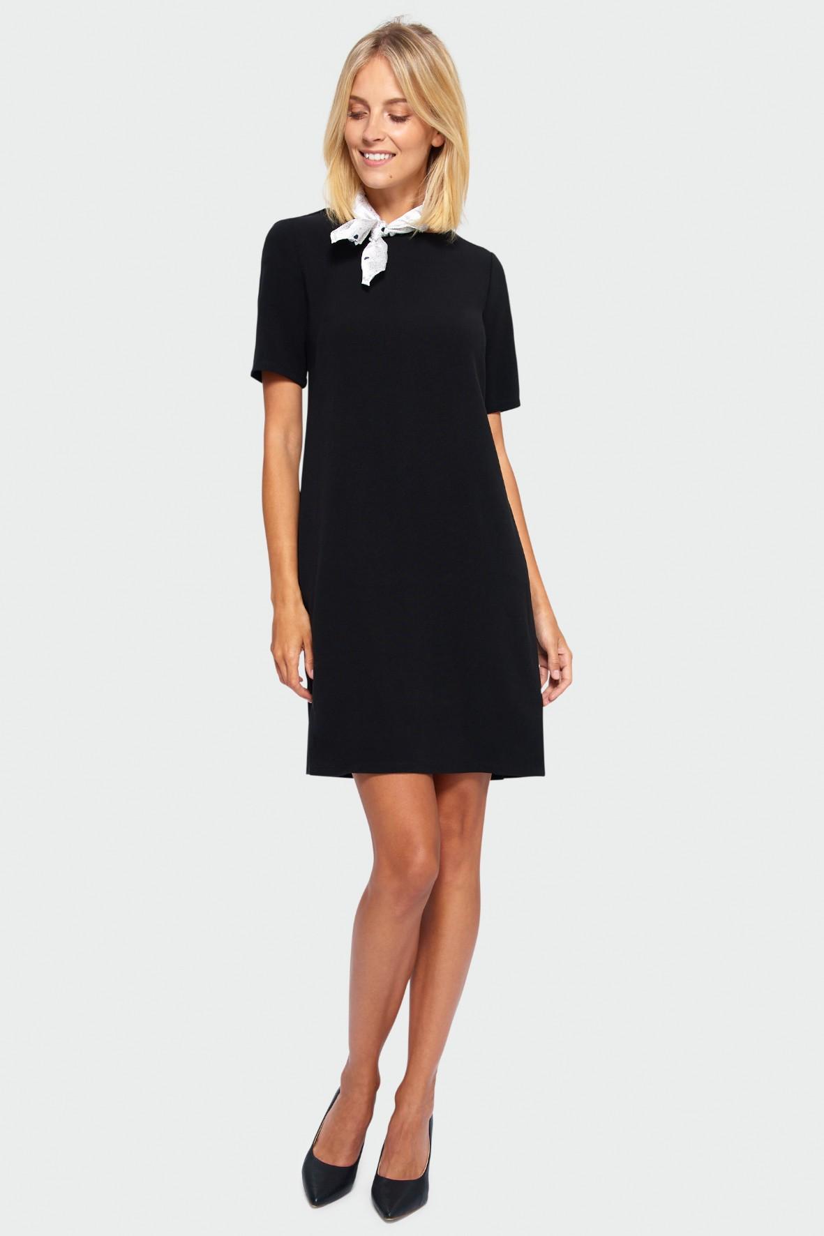 Sukienka o prostym kroju na krótki rękaw - czarna