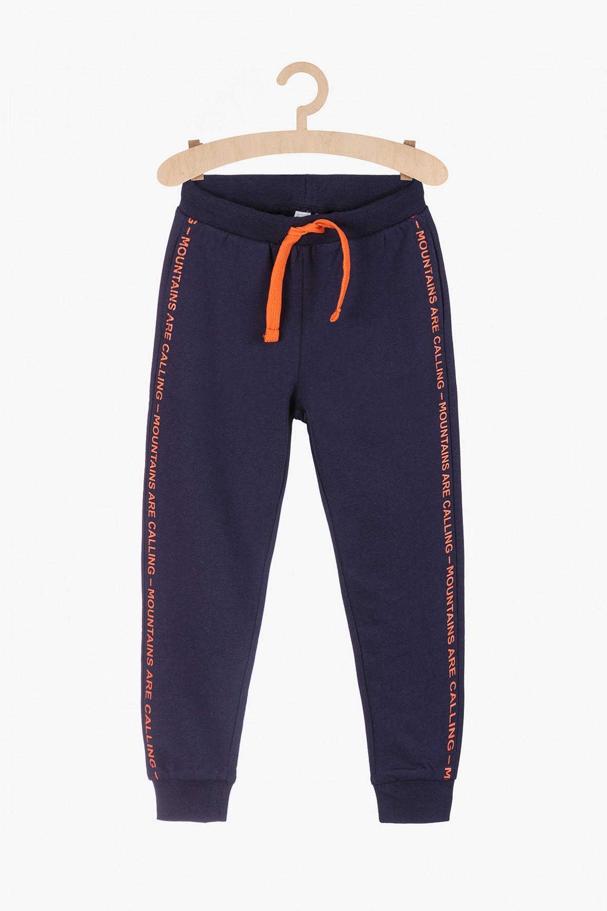 Spodnie dresowe z kontrastowymi pomarańczowymi wstawkami