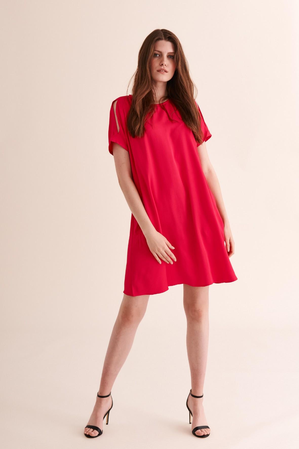 Sukienka czerwona luźna z wycięciami na ramionach