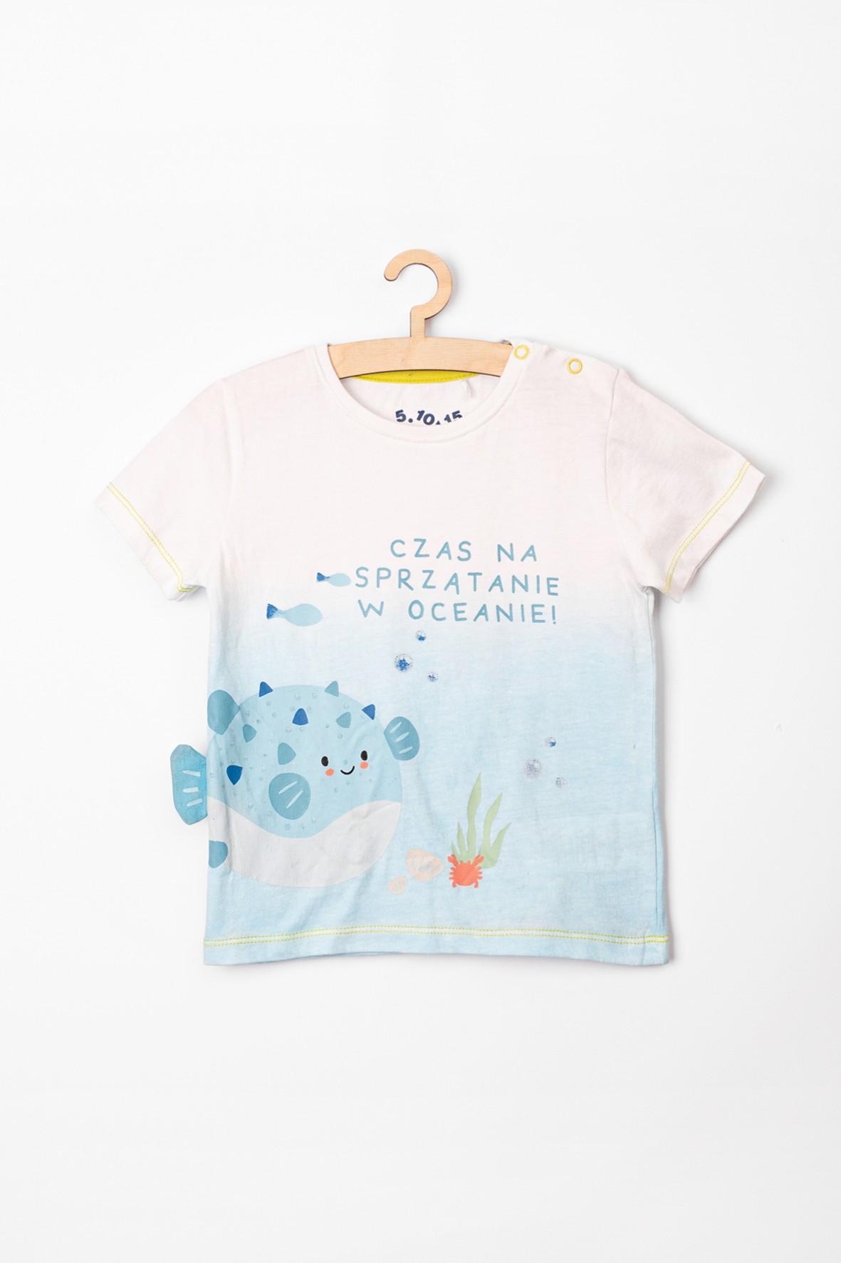 """T-shirt niemowlęcy biały z rybkami i hasłem """"Czas na sprzątanie w oceanie!"""""""