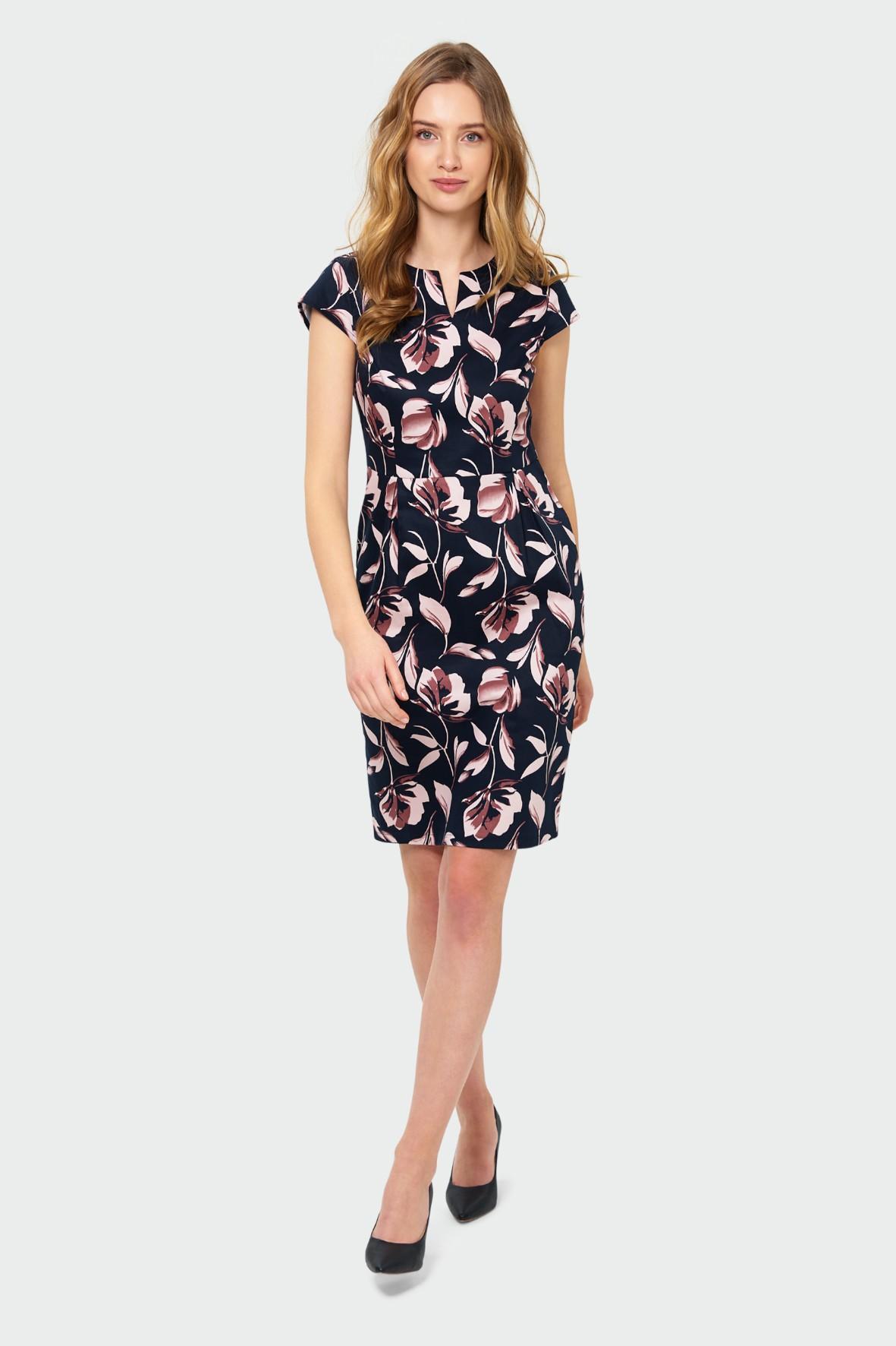 Elegancka dopasowana sukienka z nadrukiem czarna w kwiaty