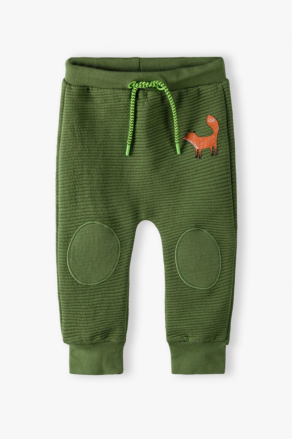 Spodnie dresowe niemowlęce z łatkami na kolanach - zielone