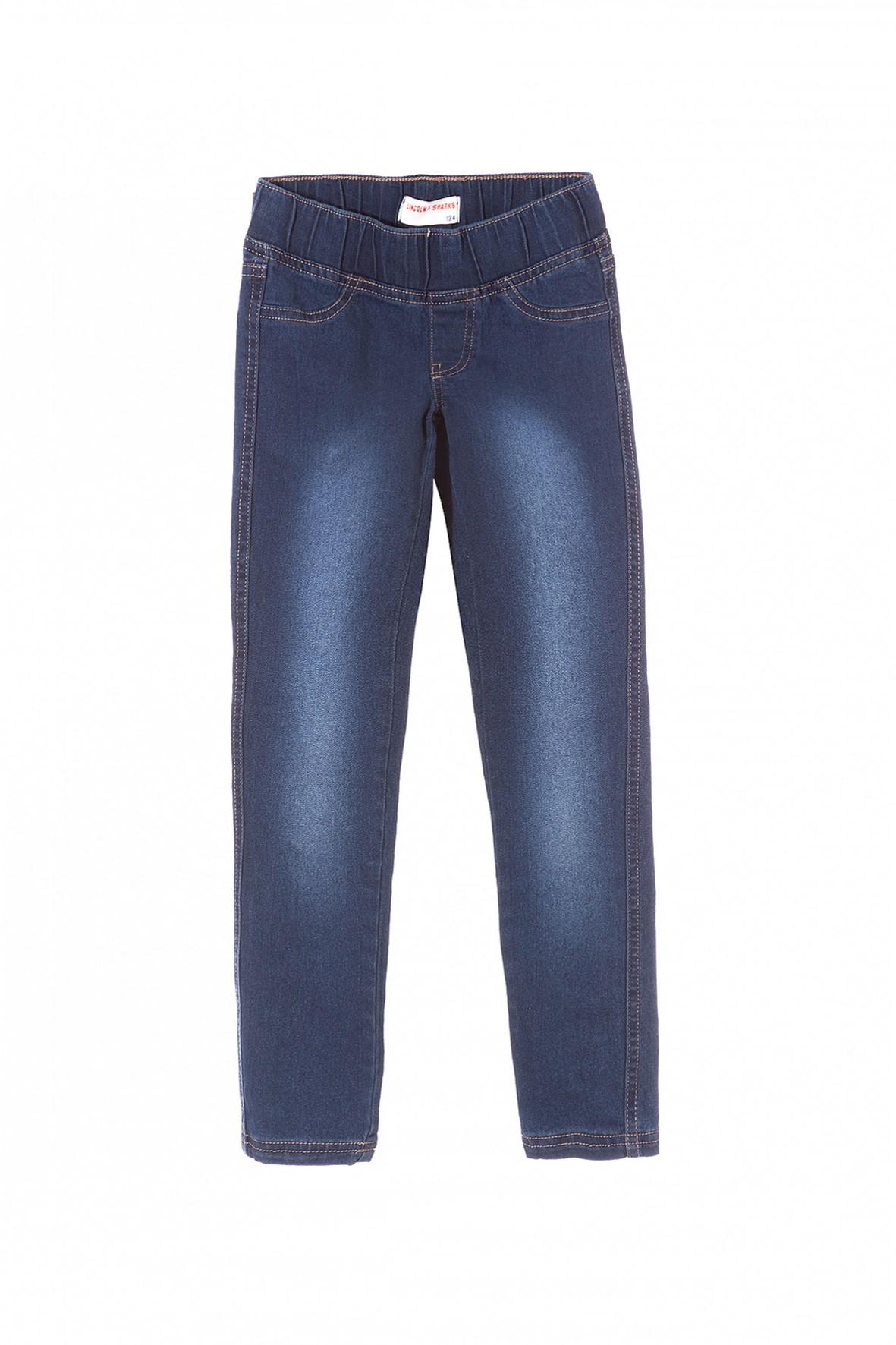 Spodnie opanowały świat! W tym sezonie wszyscy oszaleli za spódnico-spodniami i spodniami kończącymi się nad kostką. Uwielbiamy ducha lat , którego możemy poczuć noszą spodnie w wysoką talią i szerokimi nogawkami.