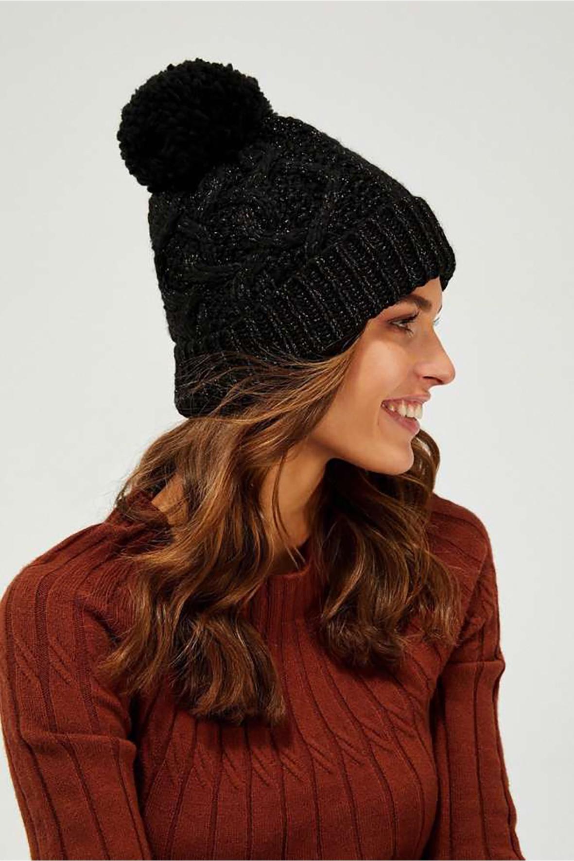 Stylowa czapka damska ozdobiona srebrną nicią - czarna