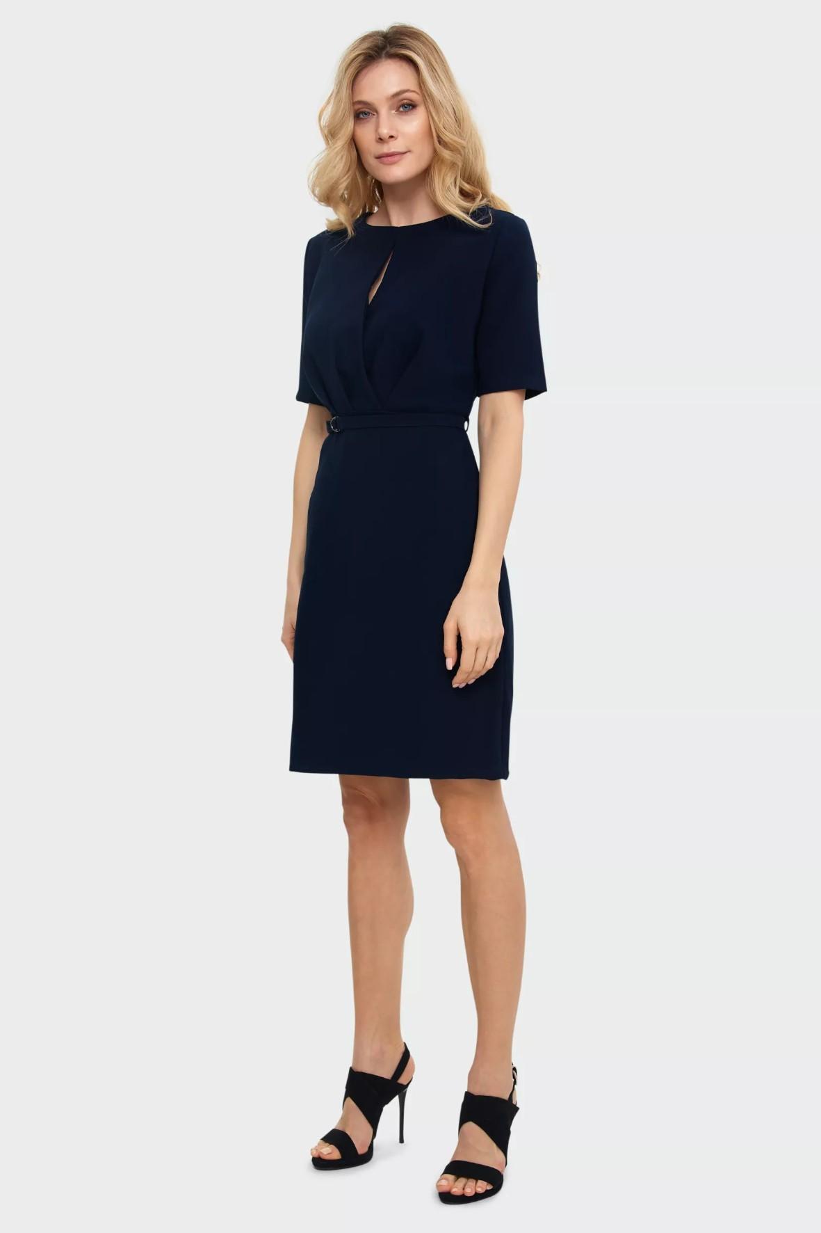 Elegancka sukienka damska z zakładkami