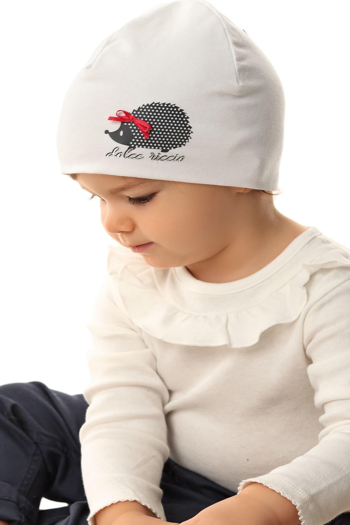 Czapka dziewczęca w kolorze białym z jeżykiem