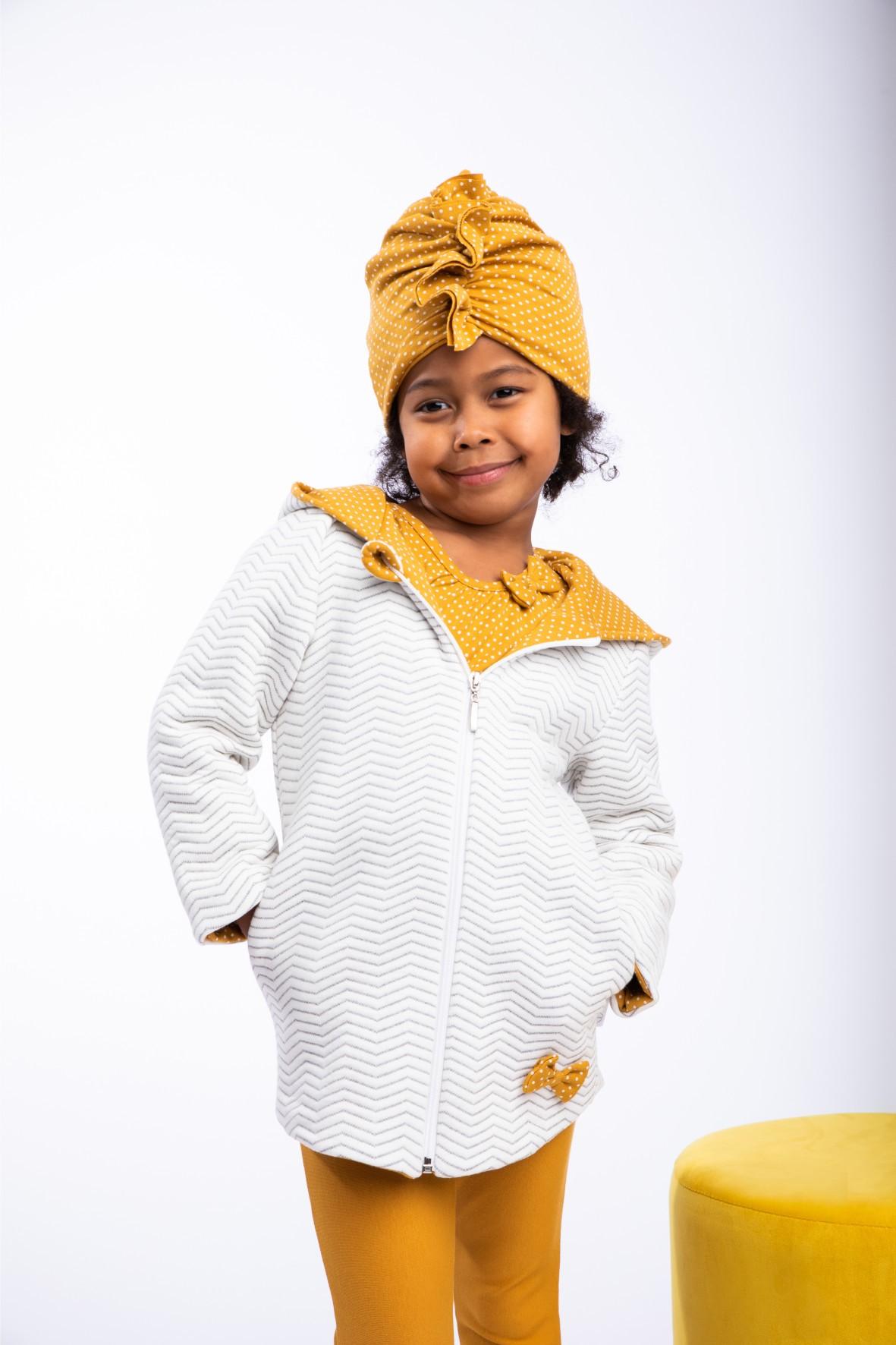 Kremowa kurteczka dla dziewczynki w zygzaki
