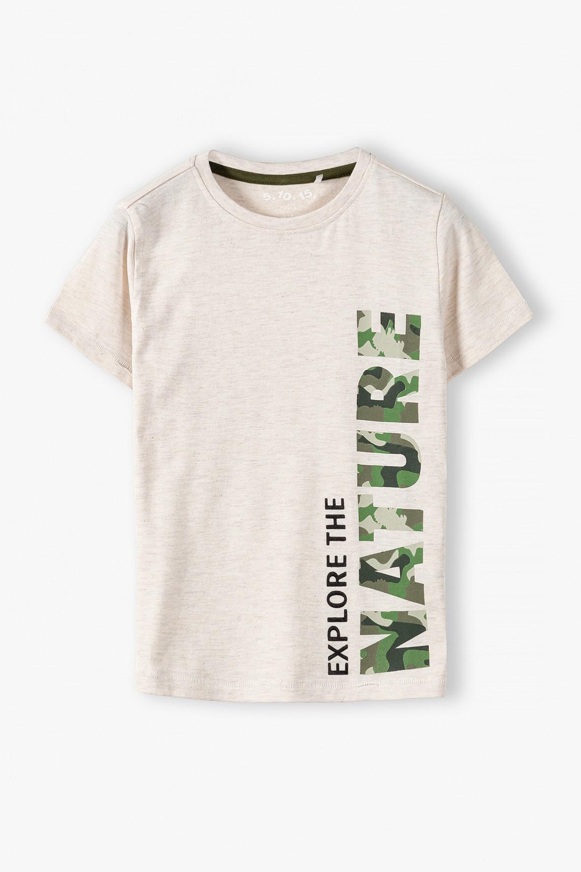 T-shirt chłopięcy w kolorze beżowym z napisem moro Nature