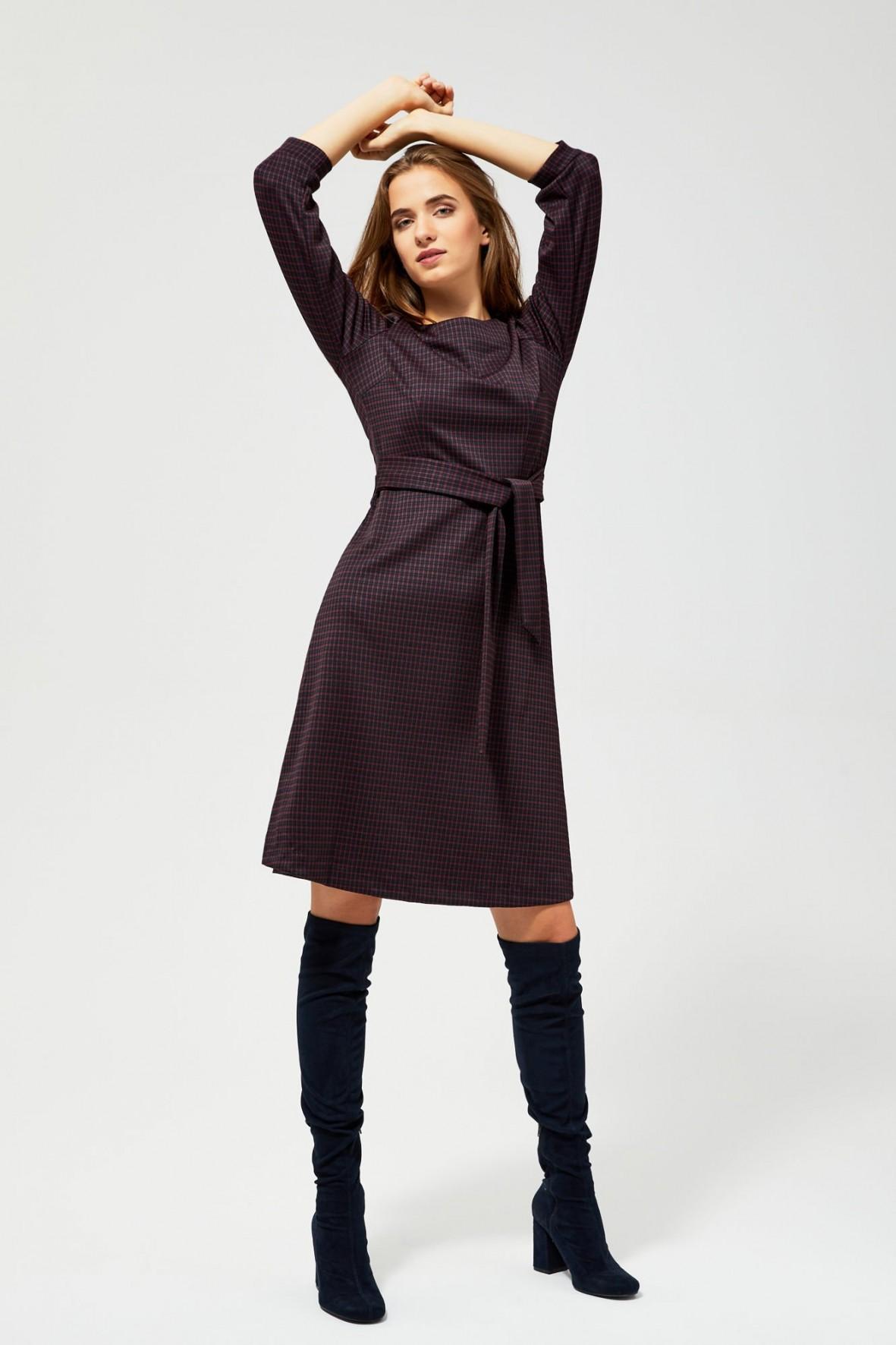 Sukienka w kratkę- trapezowy fason