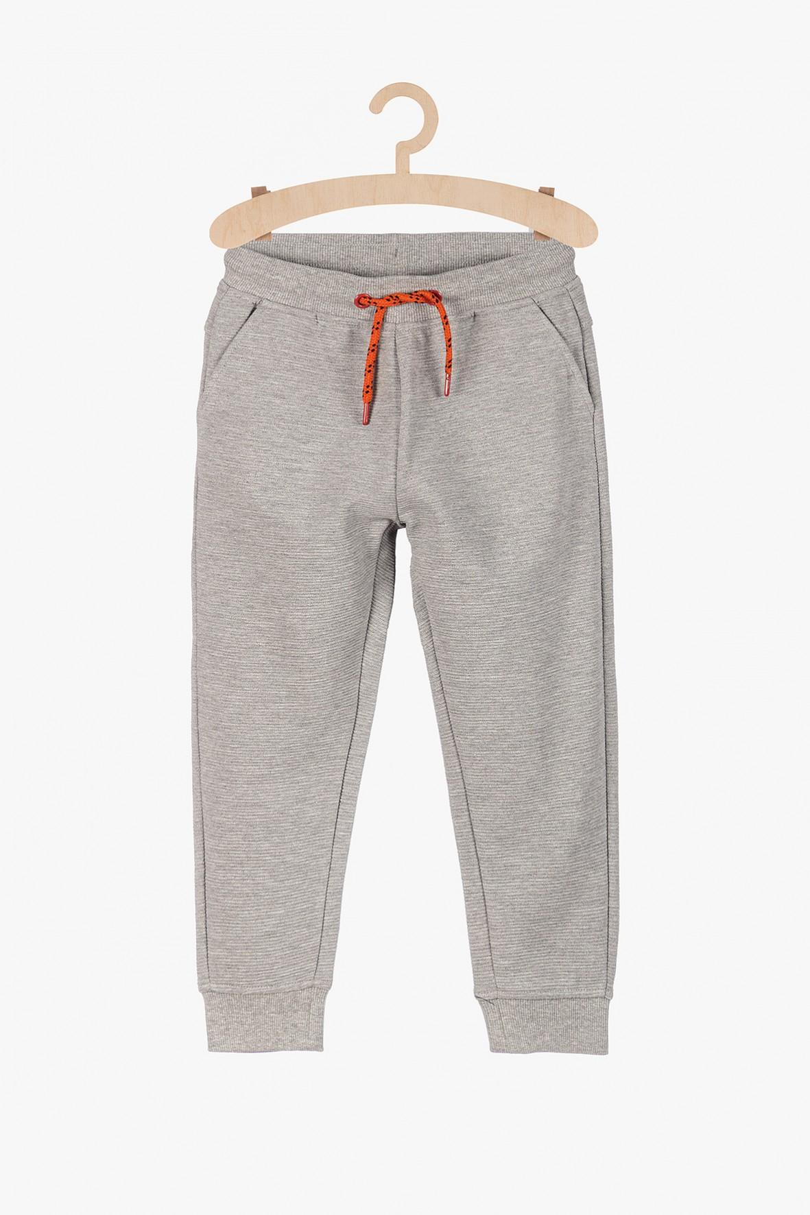 Szare dresowe spodnie w prążki