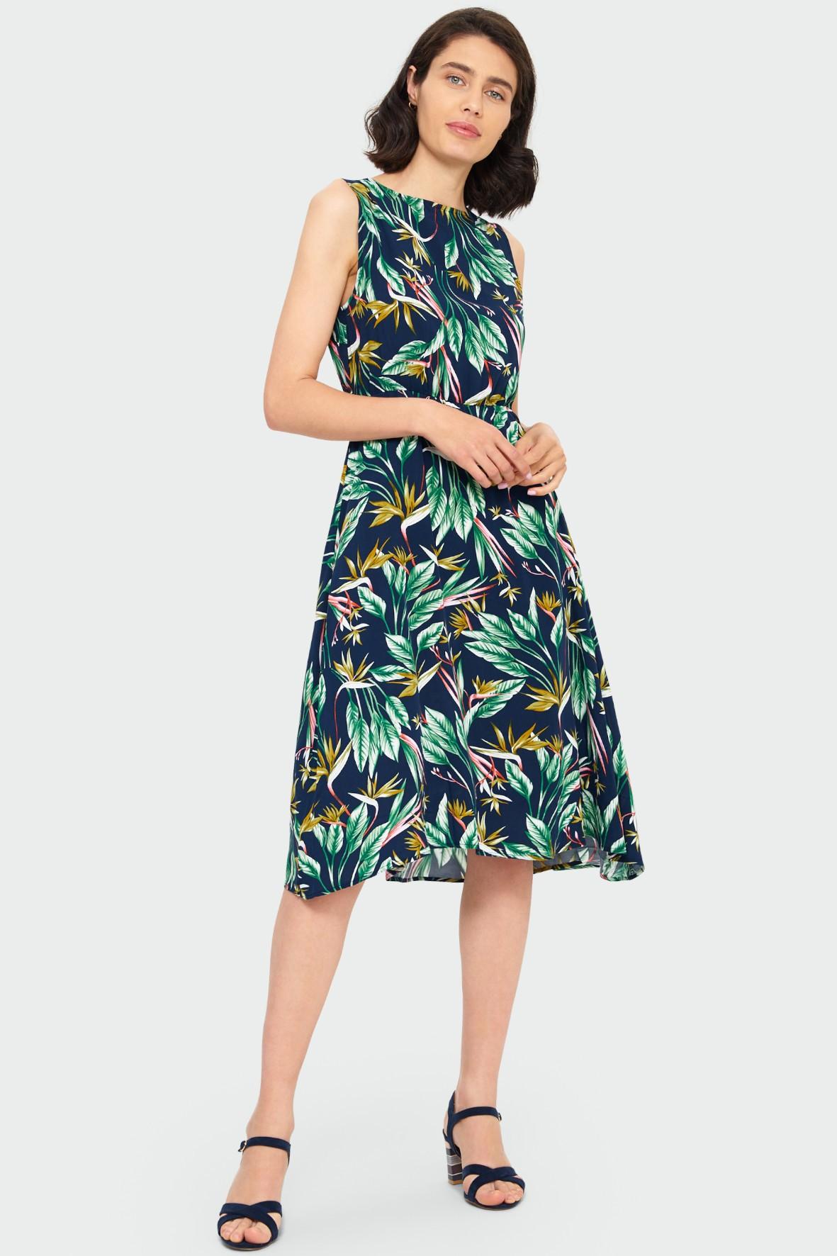 Wiskozowa sukienka z roślinnym nadrukiem podkreślona talia
