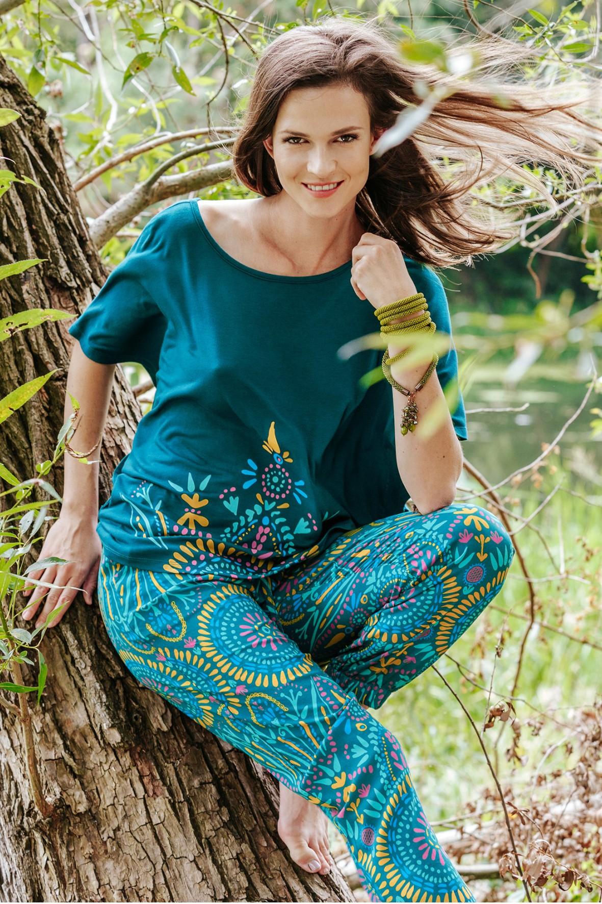 Oversizowy komplet damski - koszulka i spodnie