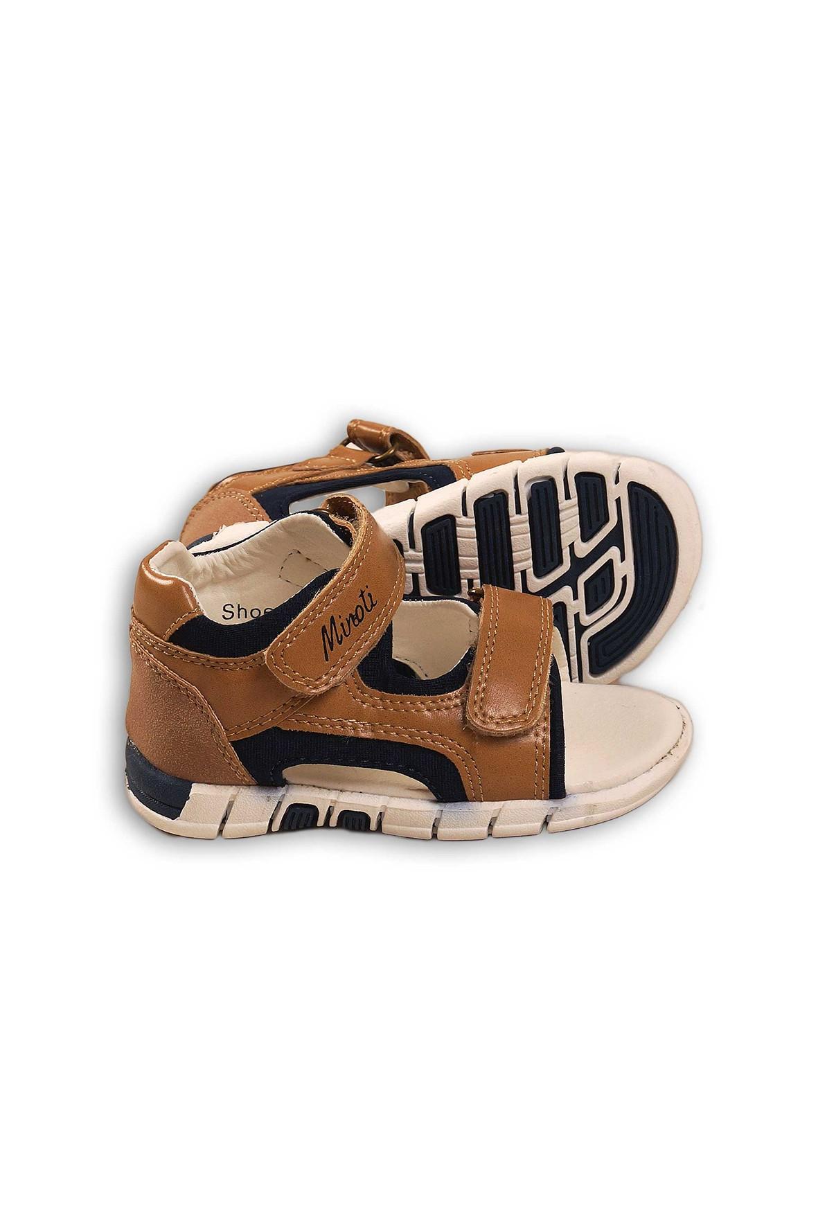 Brązowe sandały dla chłopca
