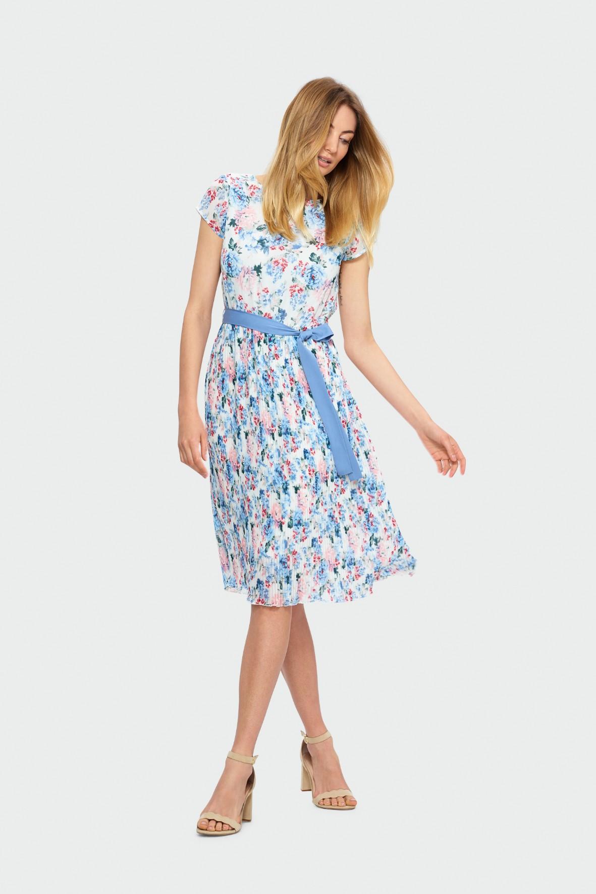 Sukienka z krótkim rękawem w kwiaty z plisowaniem u dołu