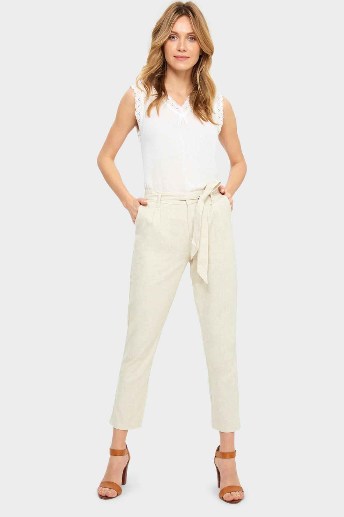 Luźne beżowe spodnie z paskiem