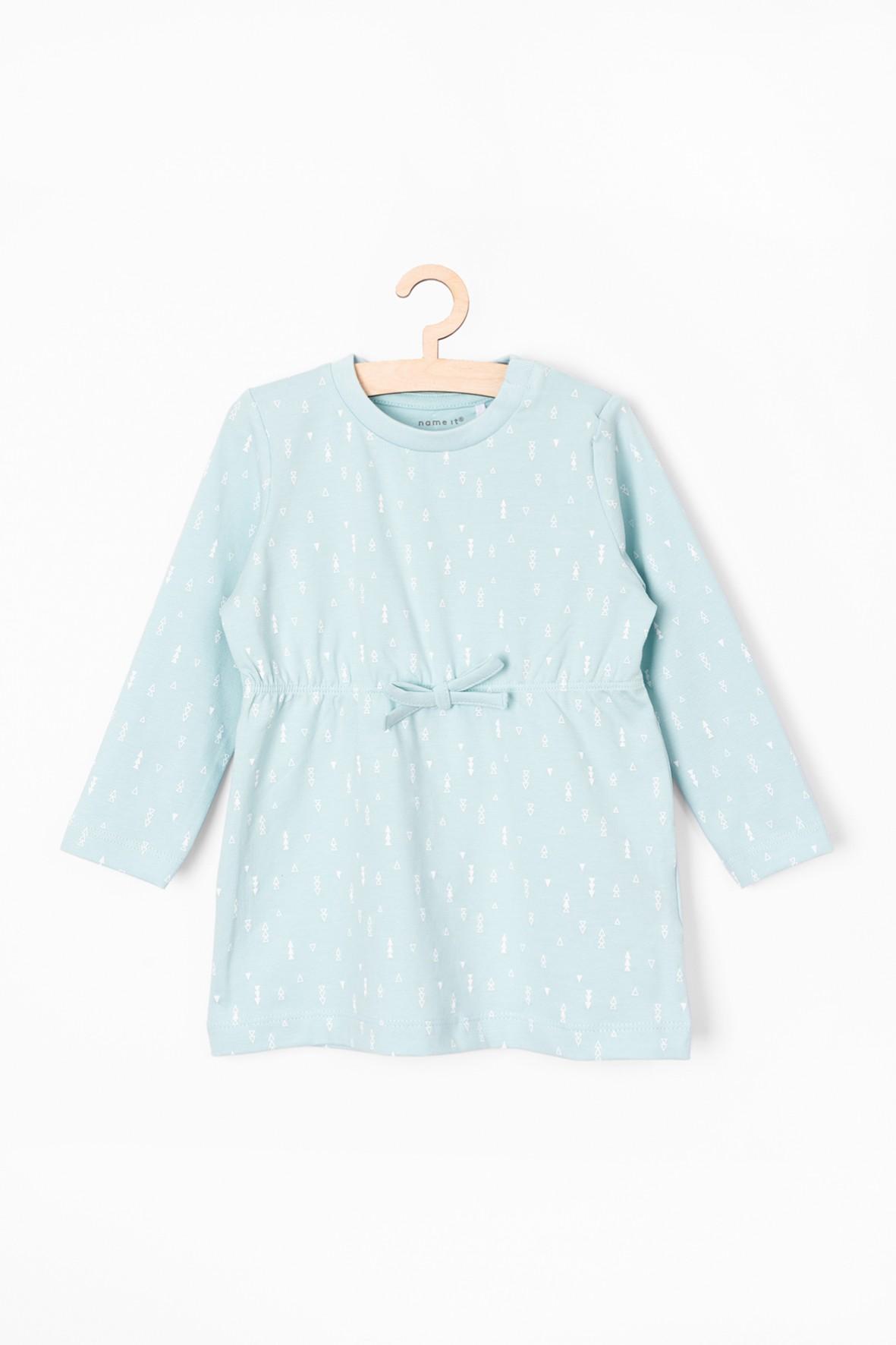 Błękitna sukienka z długim rękawem w białe wzorki
