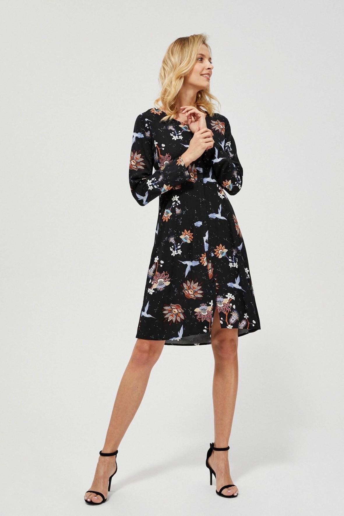 Sukienka damska na guziki z kolorowym kwiatowym nadrukiem
