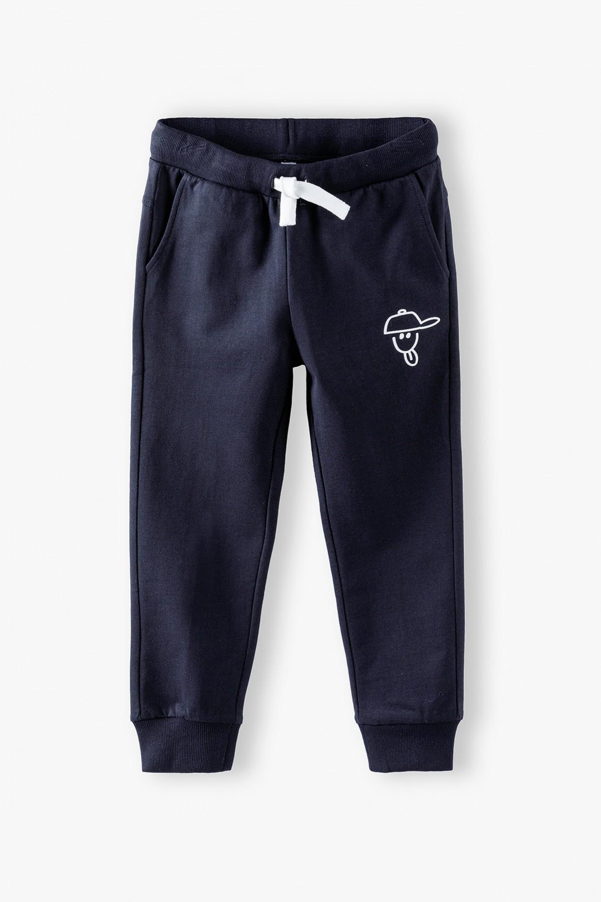 Spodnie dresowe chłopięce czarne z zabawnym nadrukiem