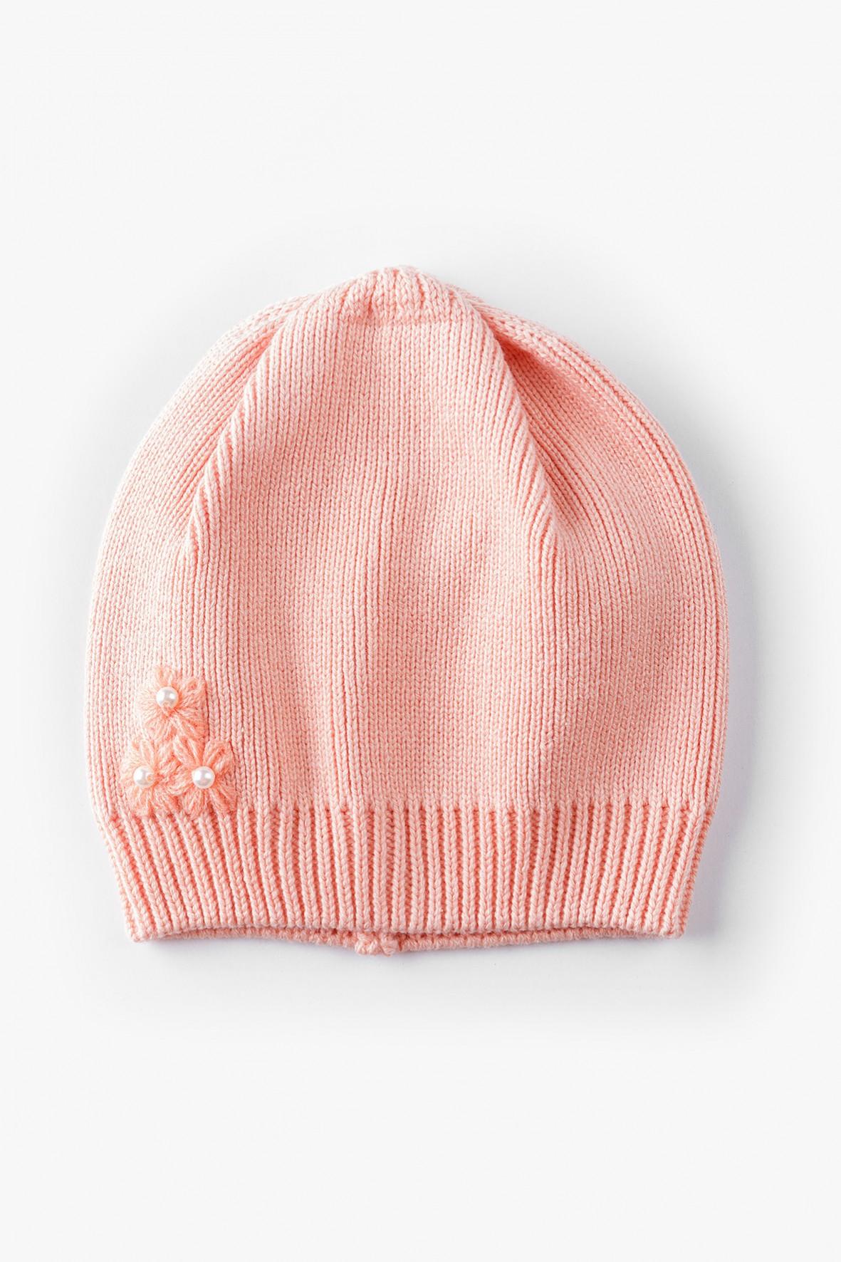 Różowa czapka dziewczęca z delikatnymi kwiatkami