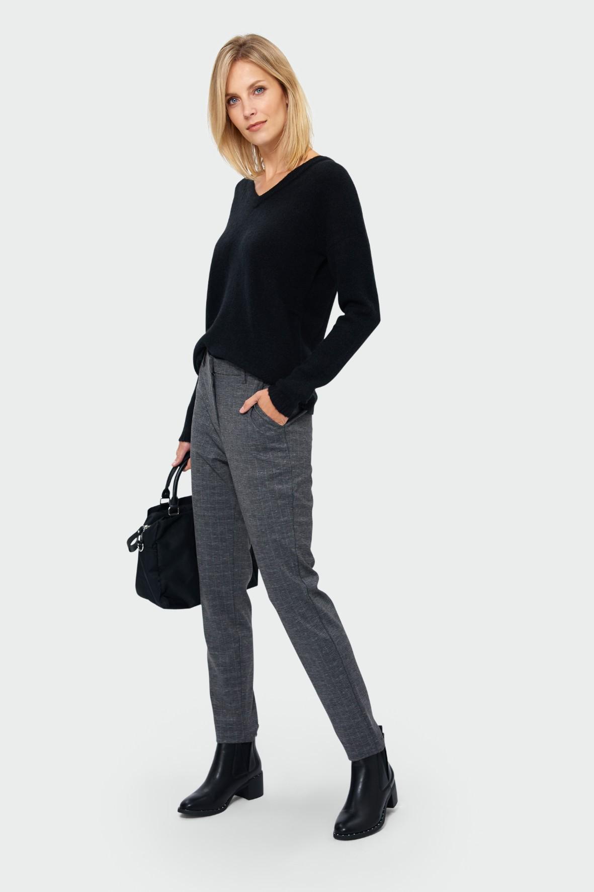 Sweter damski o luźnym kroju - czarny