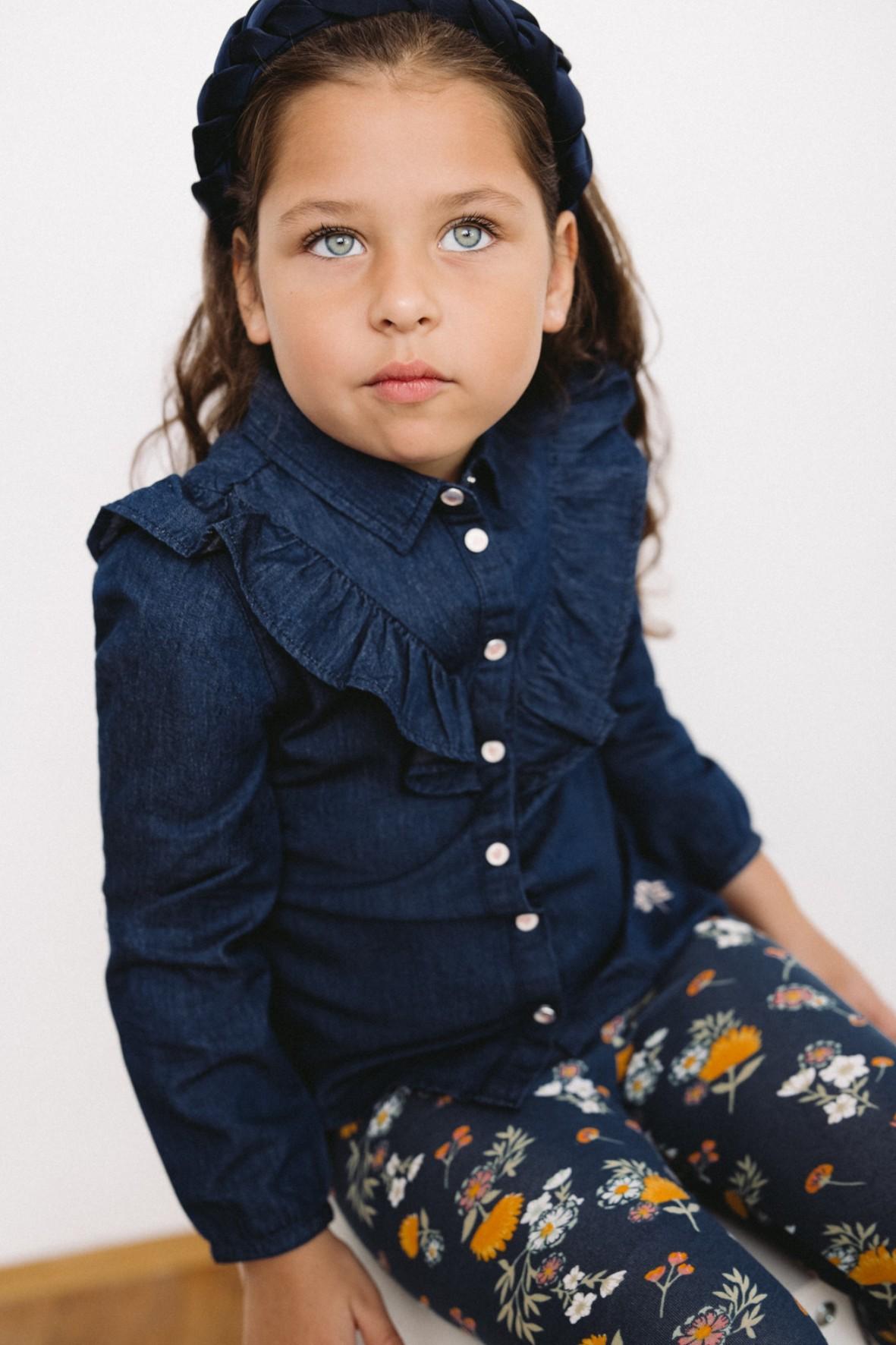 Jeansowa koszula dziewczęca- niebieska z ozdobną falbanką