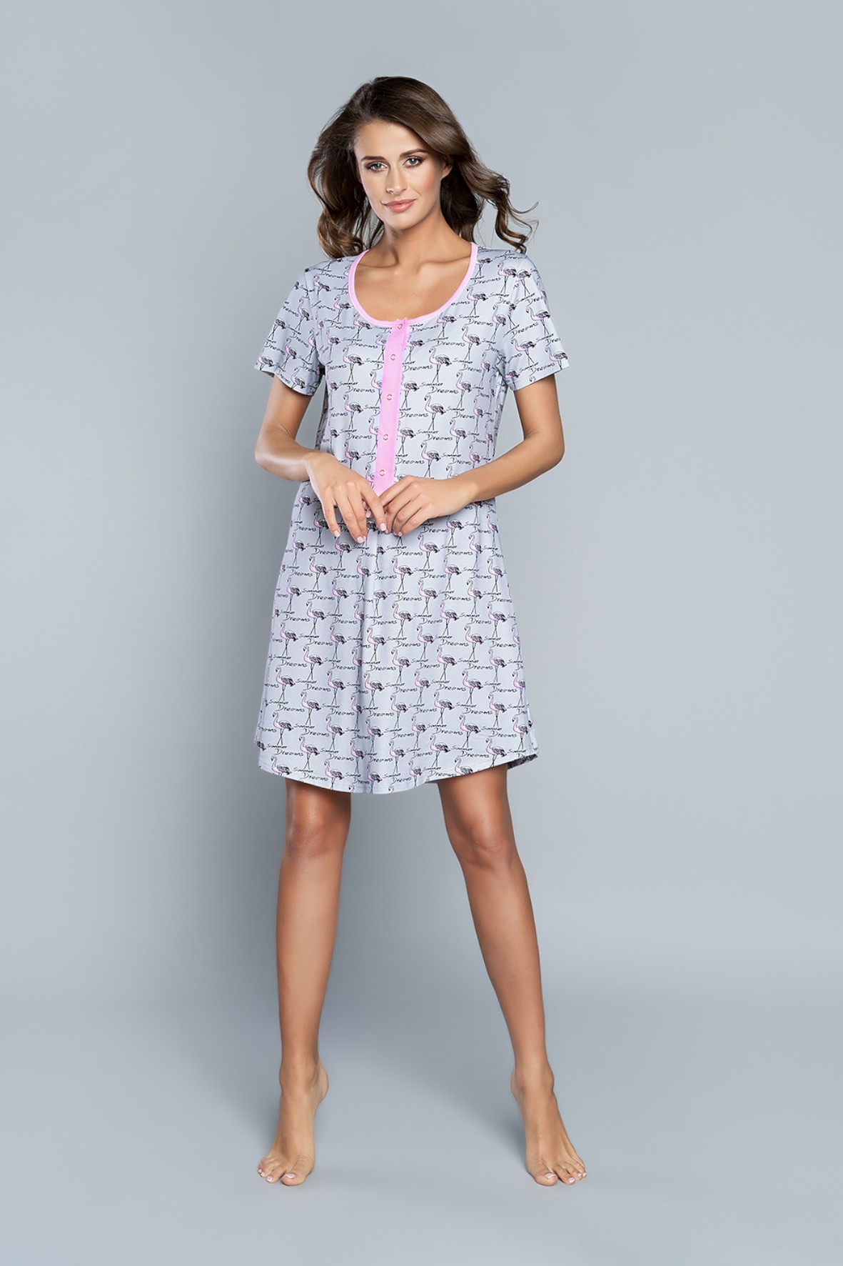 Koszula nocna damska z flamingami na krótki rękaw - Model przystosowany dla Matek karmiących