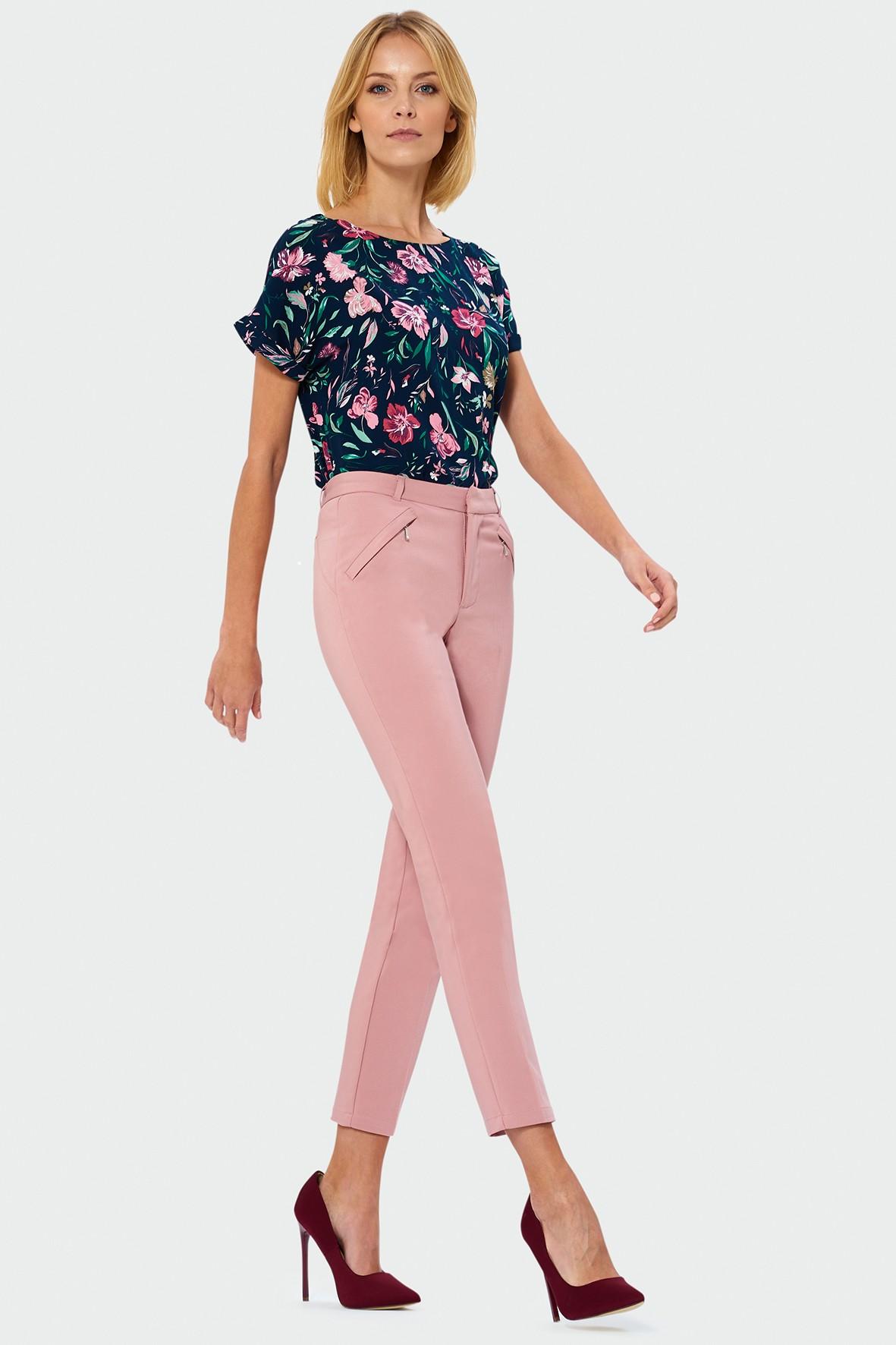 Różowe spodnie cygaretki- ubrania dla kobiet