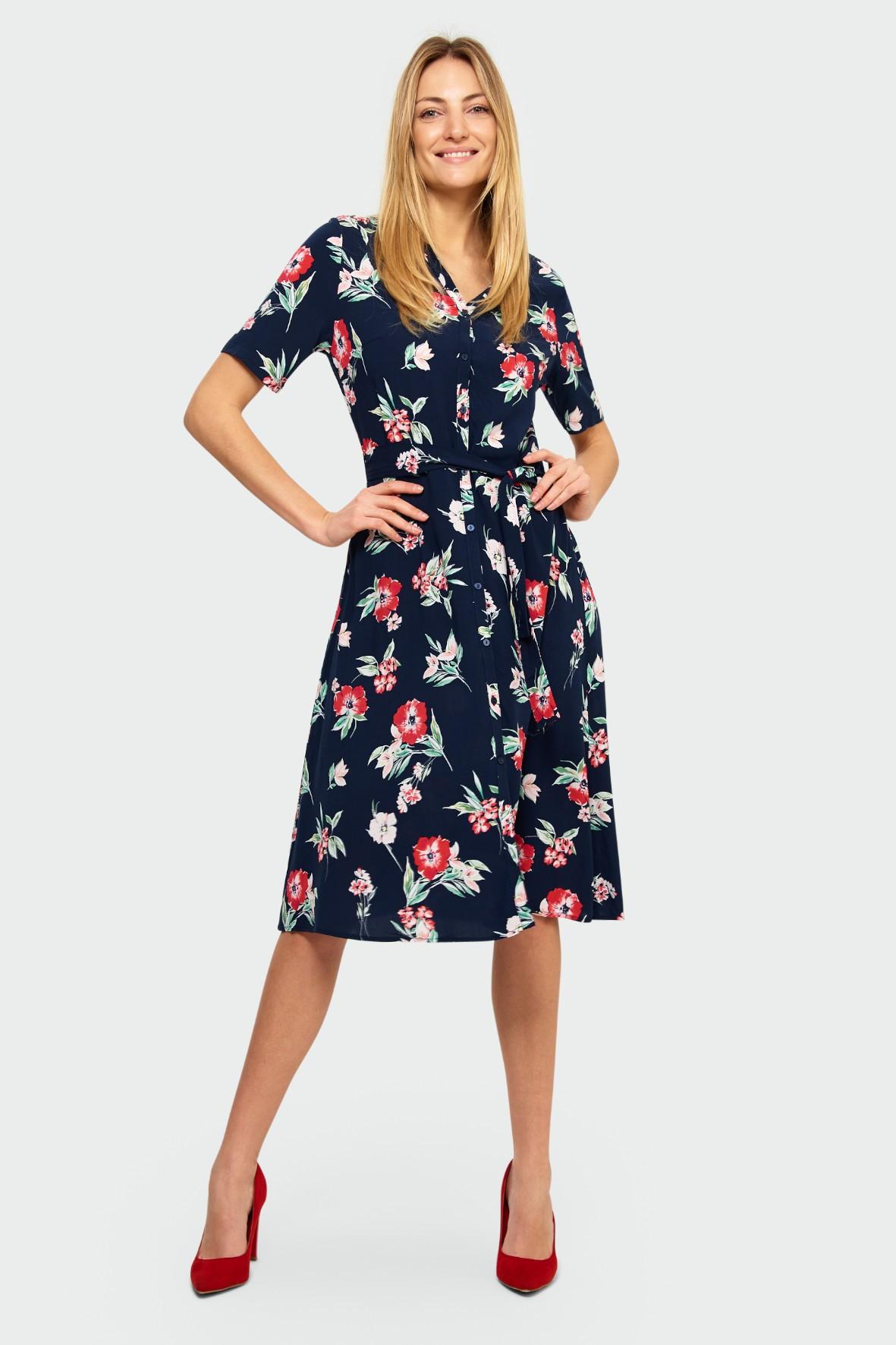 Granatowa sukienka typu szmizjerka z kwiatowym nadrukiem