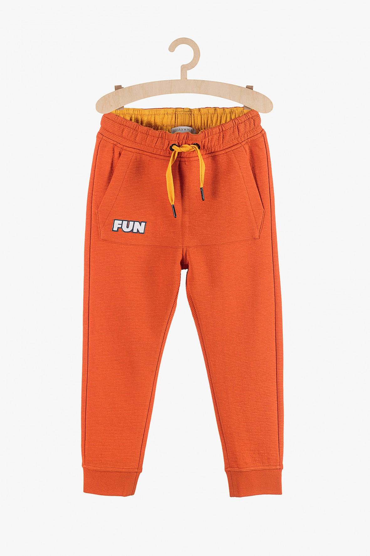 """Dresy chłopięce pomarańczowe z napisem """"Fun"""""""