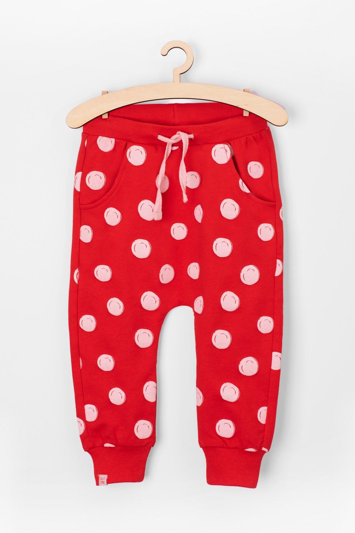 3a758bfe9ba83 Czerwone, dzianinowe spodnie dla dziewczynki wykonane z wysokiej ...