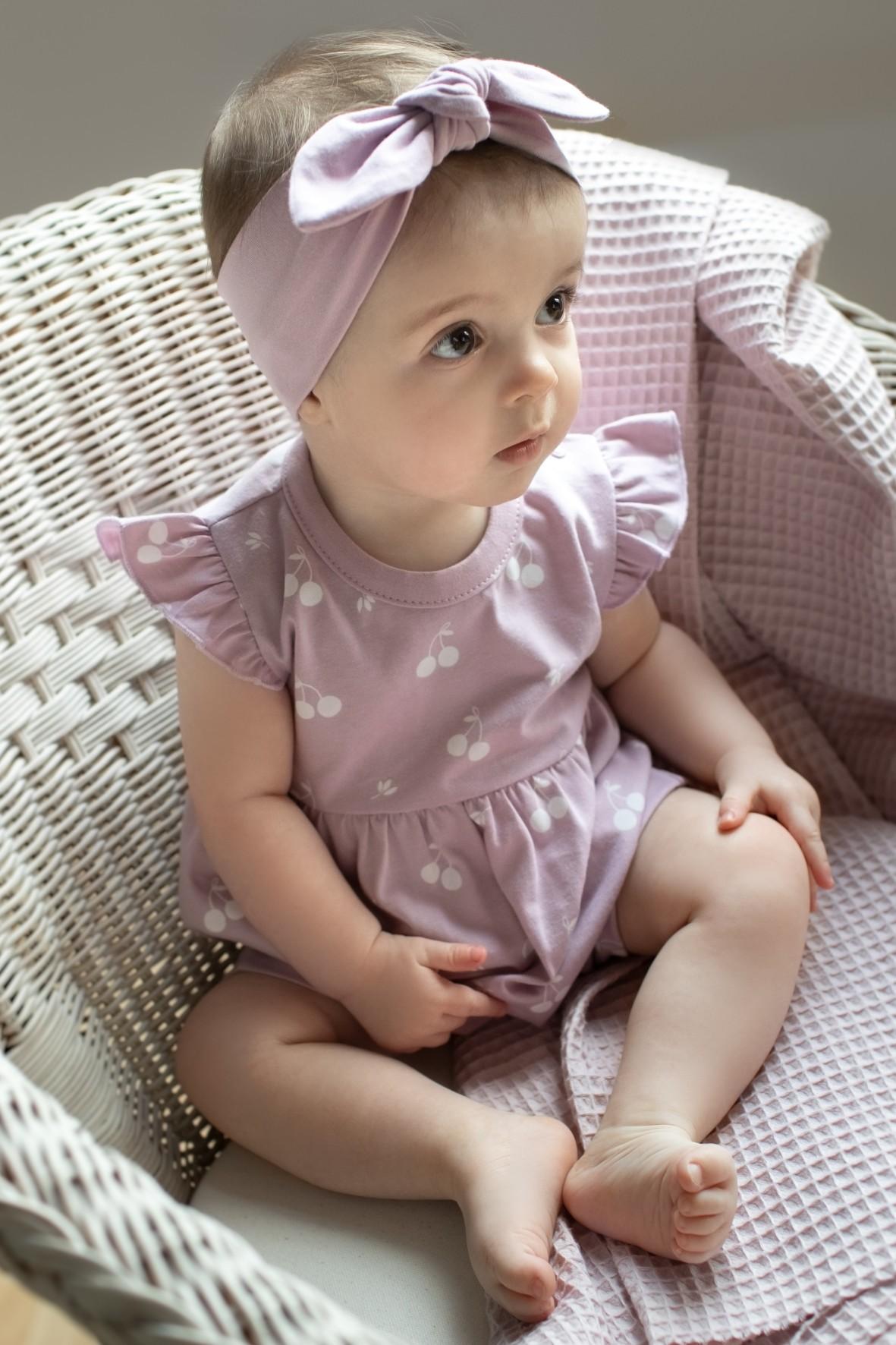 Bawełniany różowy rampers niemowlęcy w wisienki
