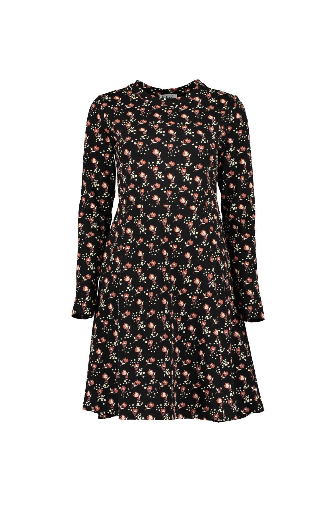 Dzianinowa sukienka z nadrukiem - czarna w kwiaty