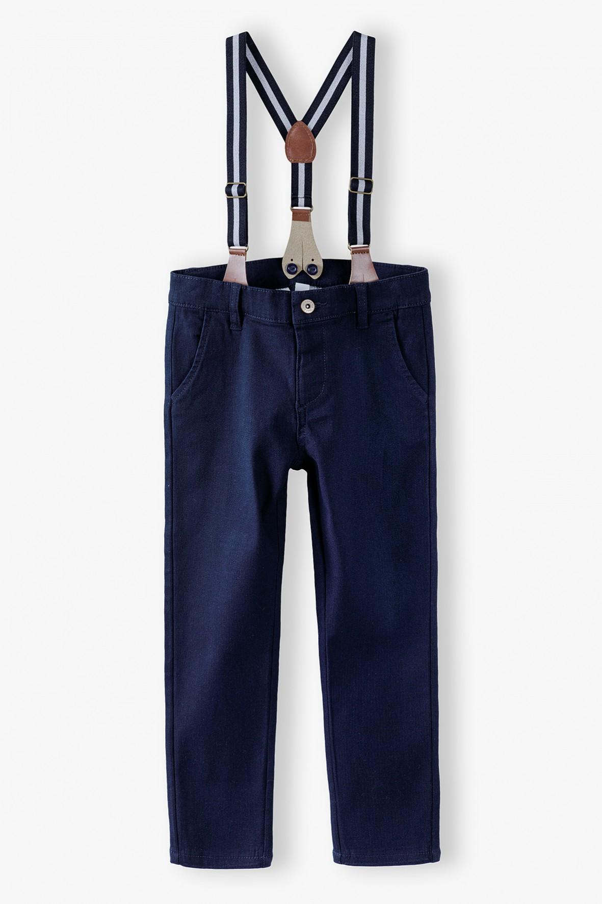 Spodnie chłopięce granatowe z szelkami i regulacją w pasie