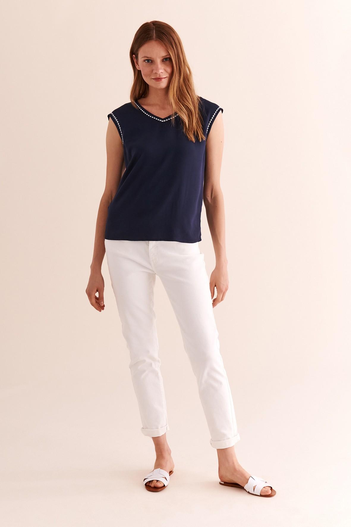Granatowa bluzka z ozdobnym obszyciem