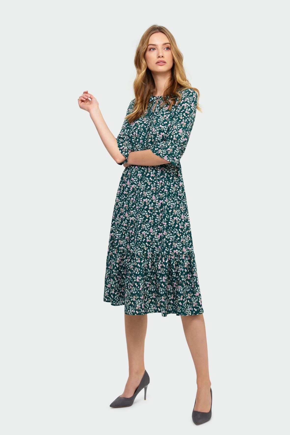 Elegancka sukienka z kwiatowym nadrukiem zielona