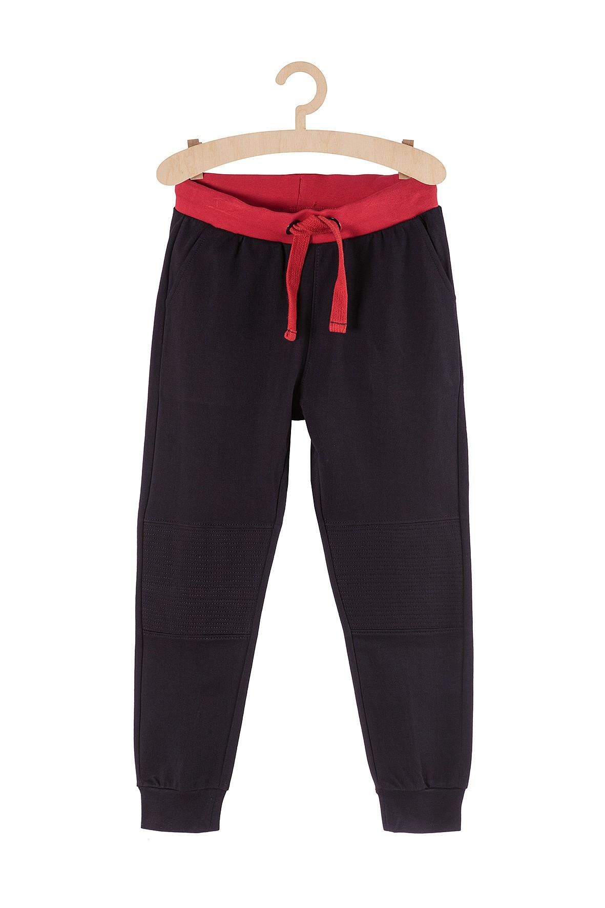 Spodnie dresowe dla chłopca- czarne z wzmacnianymi nogawkami