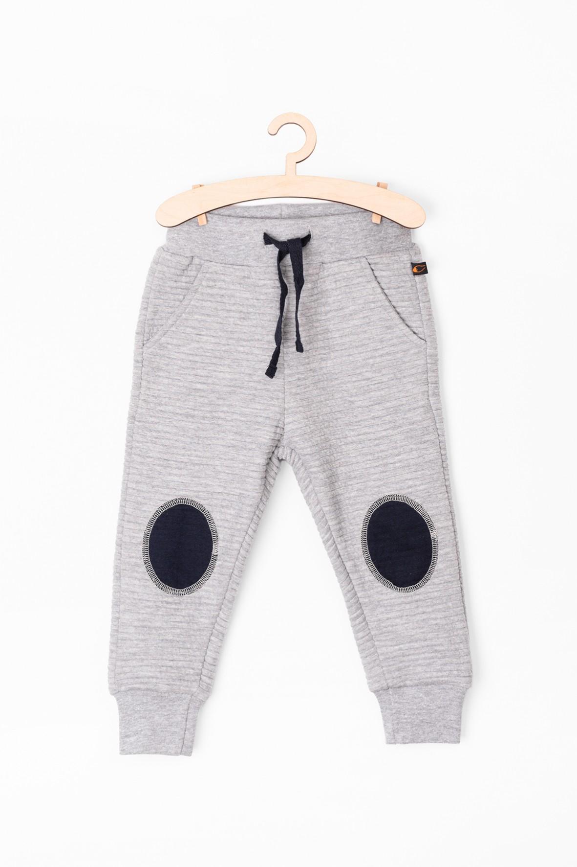 Spodnie niemowlęce dresowe z szarej dzianiny