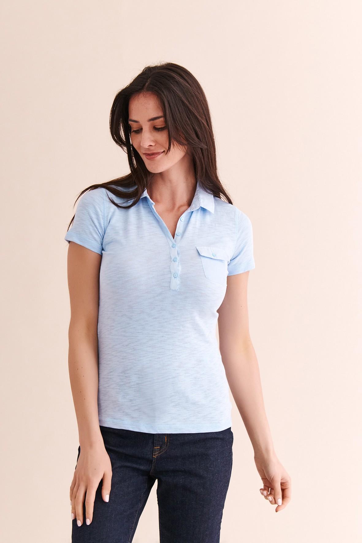 Koszulka damska z krótkim rękawem i kołnierzykiem - jasnoniebieska