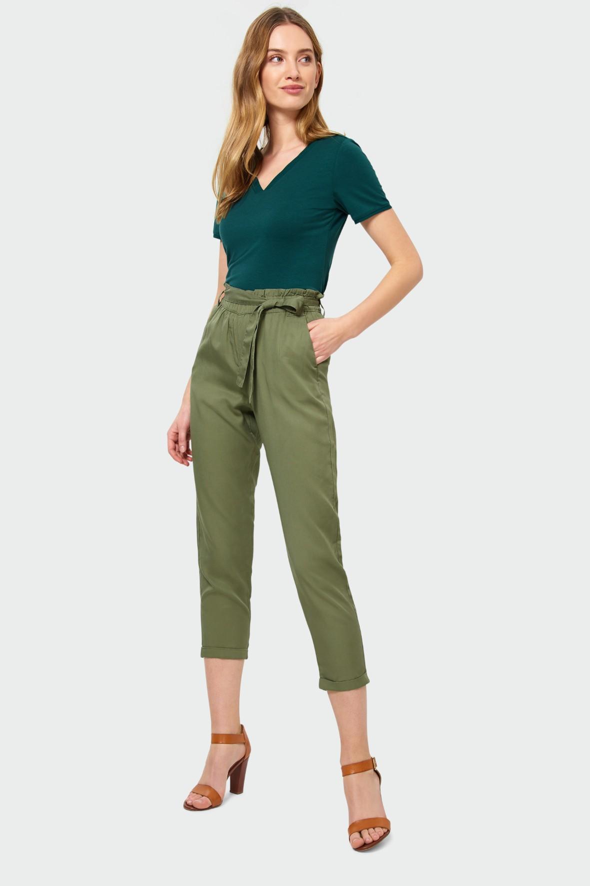 Zielone luźne spodnie z lyocellu z paskiem