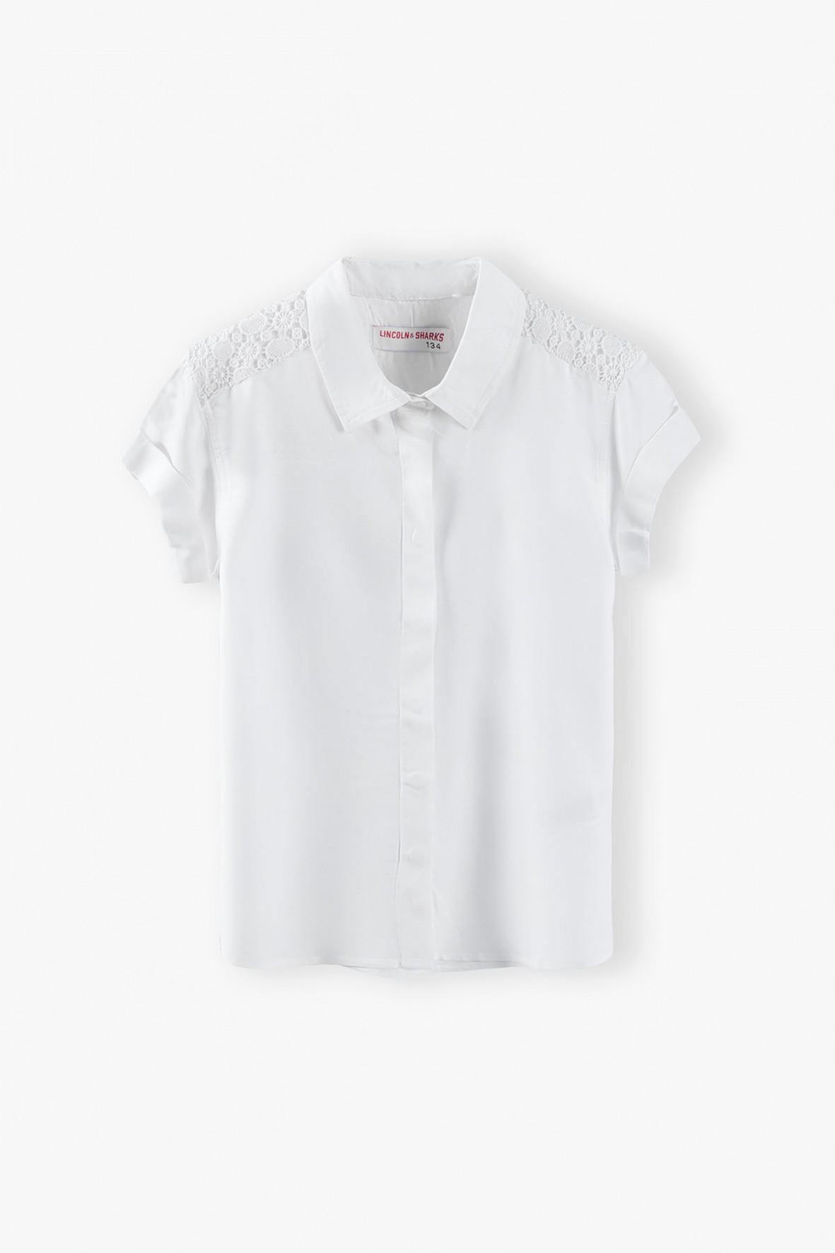 Biała elegancka koszula z ozdobną koronką