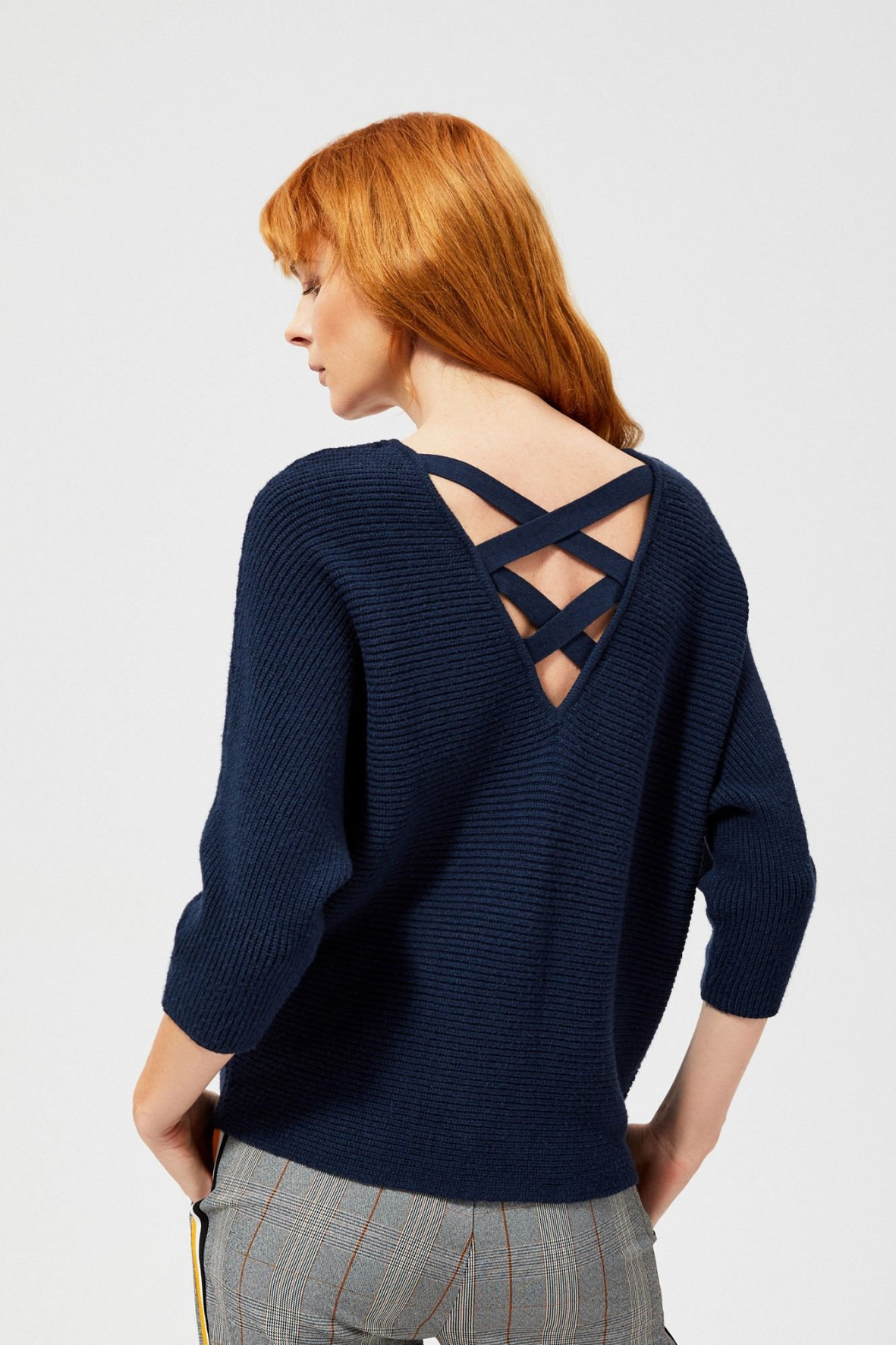 Sweter damski oversize z ozdobnymi plecami