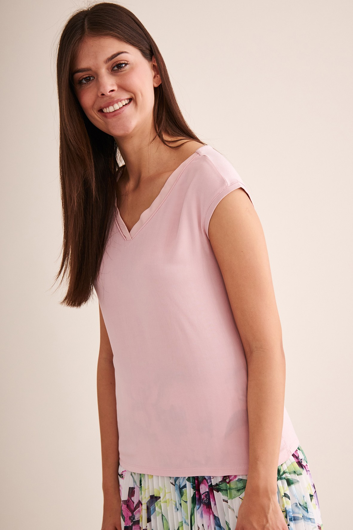 Różowa bluzka z dekoltem w serek