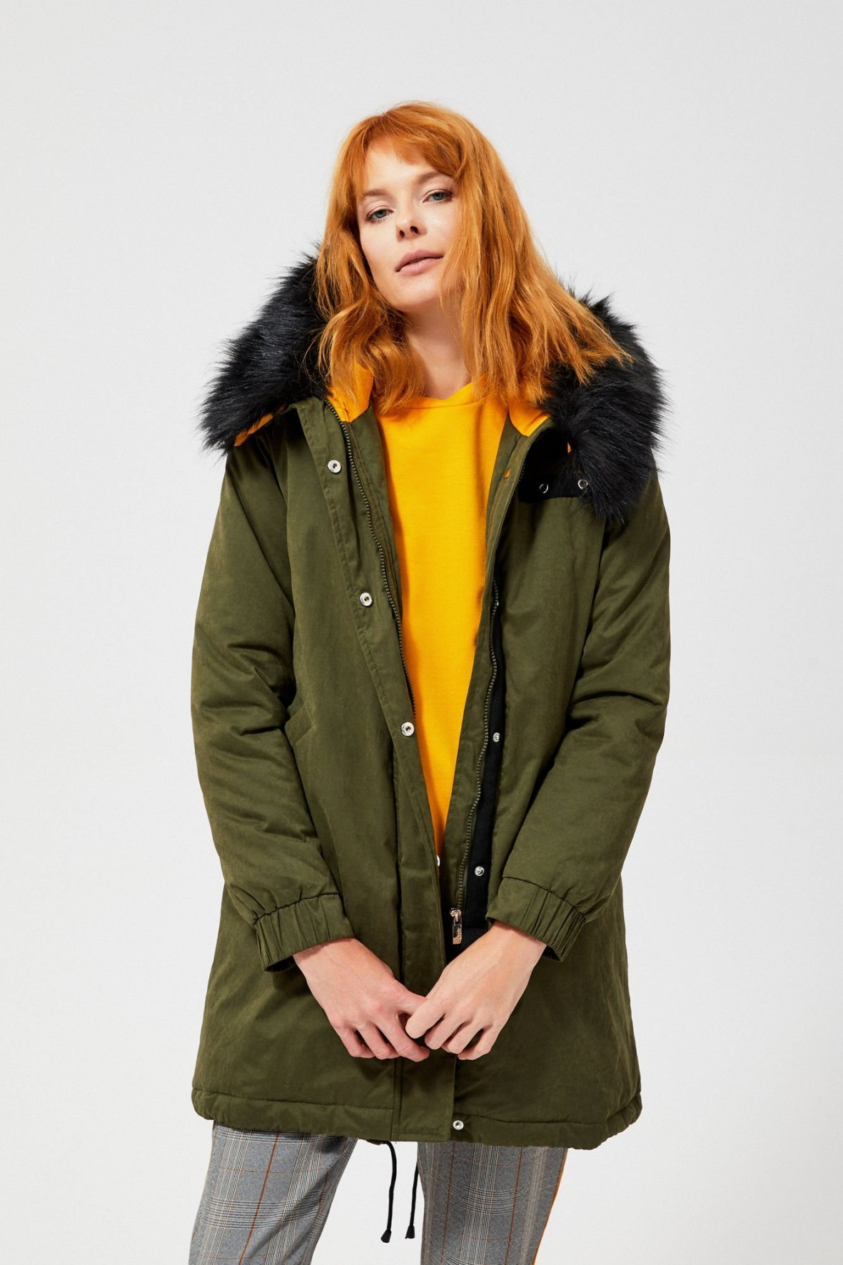 Zielona kurtka z kapturem