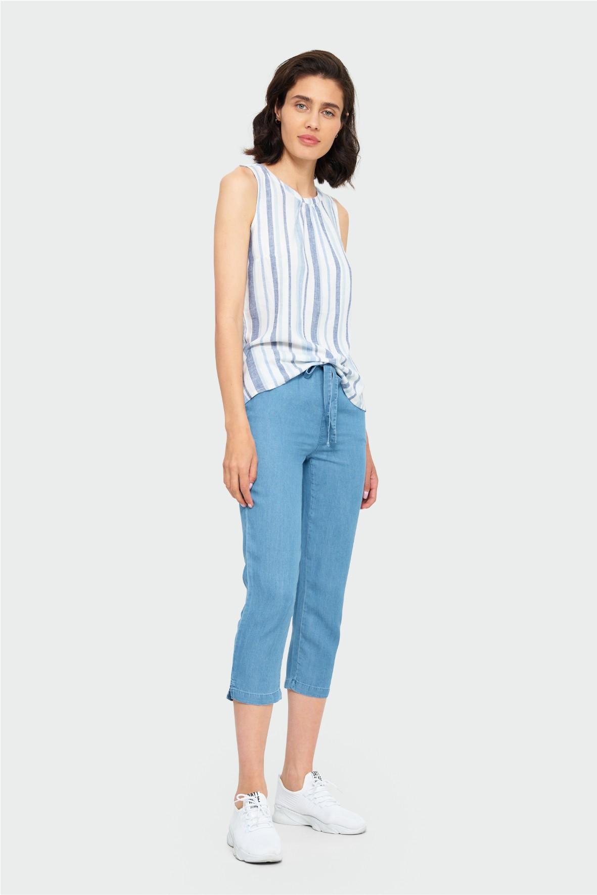 Niebieskie luźne spodnie z paskiem z lyocellu