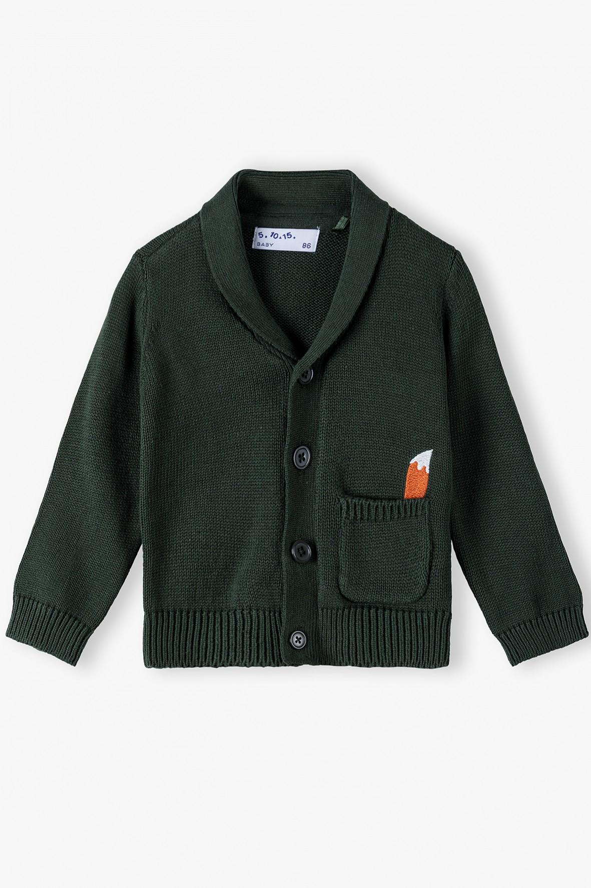 Bawełniany sweter niemowlęcy z guziczkami i kieszonką - ciemnozielony