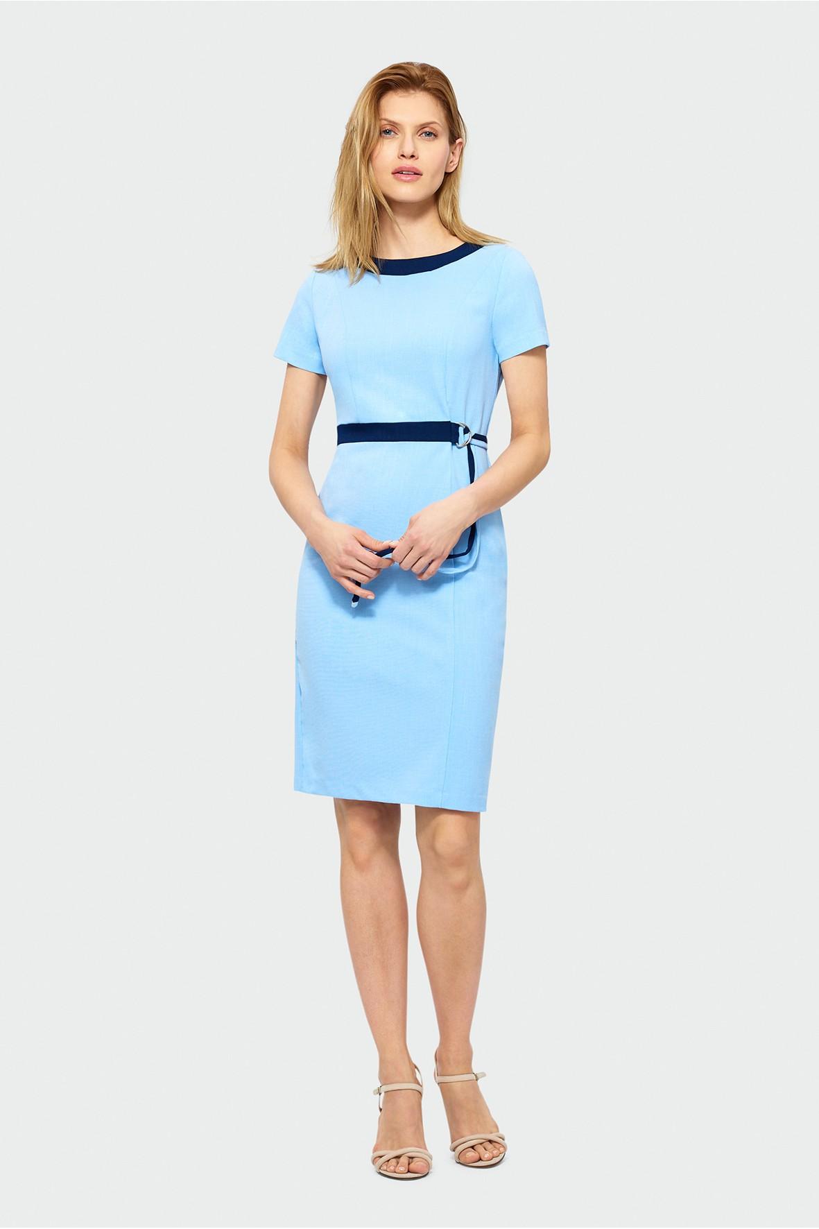 Sukienka z krótkim rękawem i kontrastowym obszyciem w dekolcie i talii