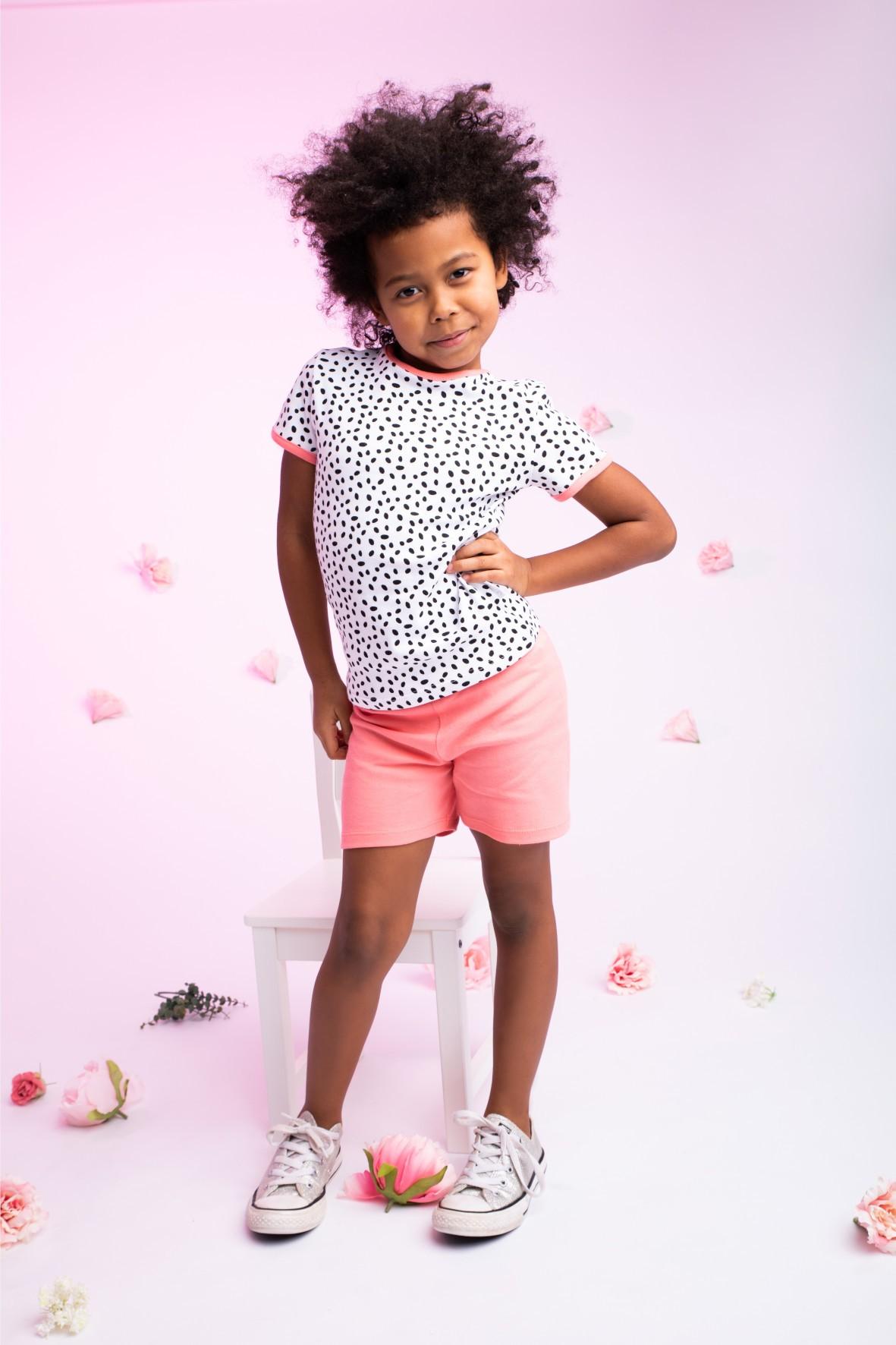 Piżamka dziewczęca biała w czarne kropeczki koszulka i spodenki