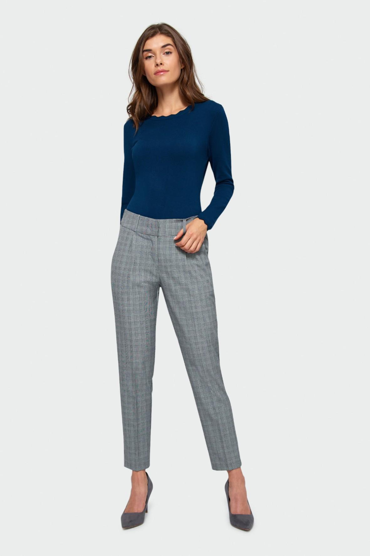 Sweter damski o dopasowanym kroju - niebieski