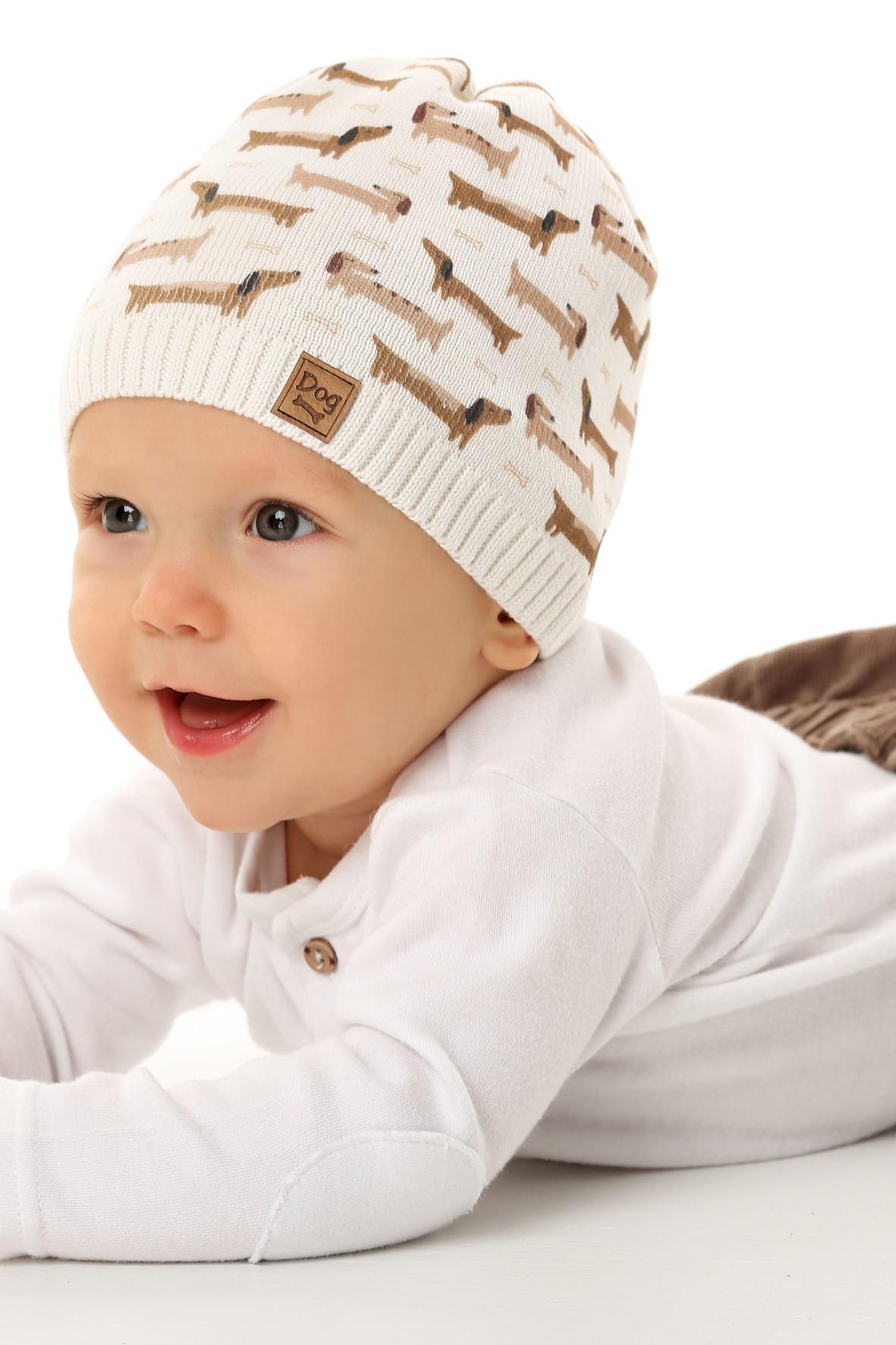 Czapka dziewczęca w kolorze białym w jamniki
